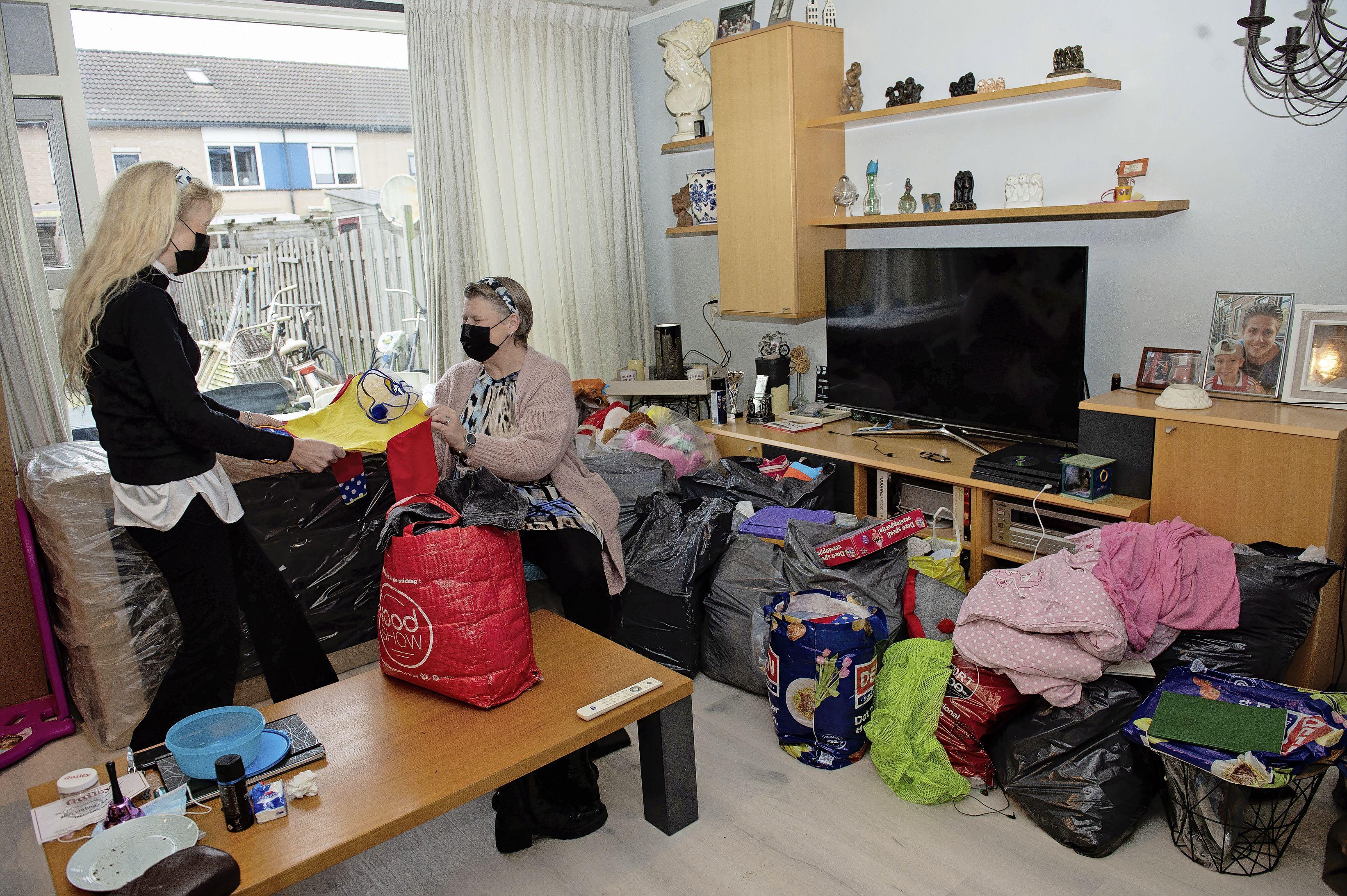 Kledingbank Purmerend weer open na roerige tijd: 'Huis lag vol kleding, het was niet meer houdbaar'