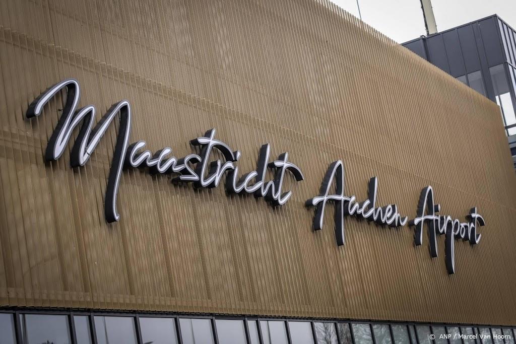 Limburgs vliegveld onderzoekt wegwaaiende dakpannen