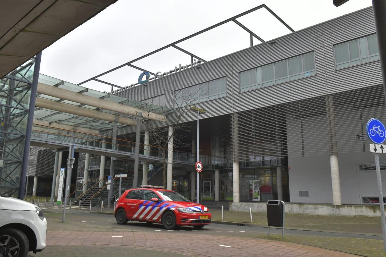 Weer verdacht pakketje aangetroffen bij Spaarne Gasthuis; politie en brandweer aanwezig voor onderzoek