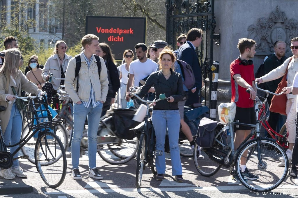 Toegang Vondelpark in Amsterdam afgesloten wegens drukte