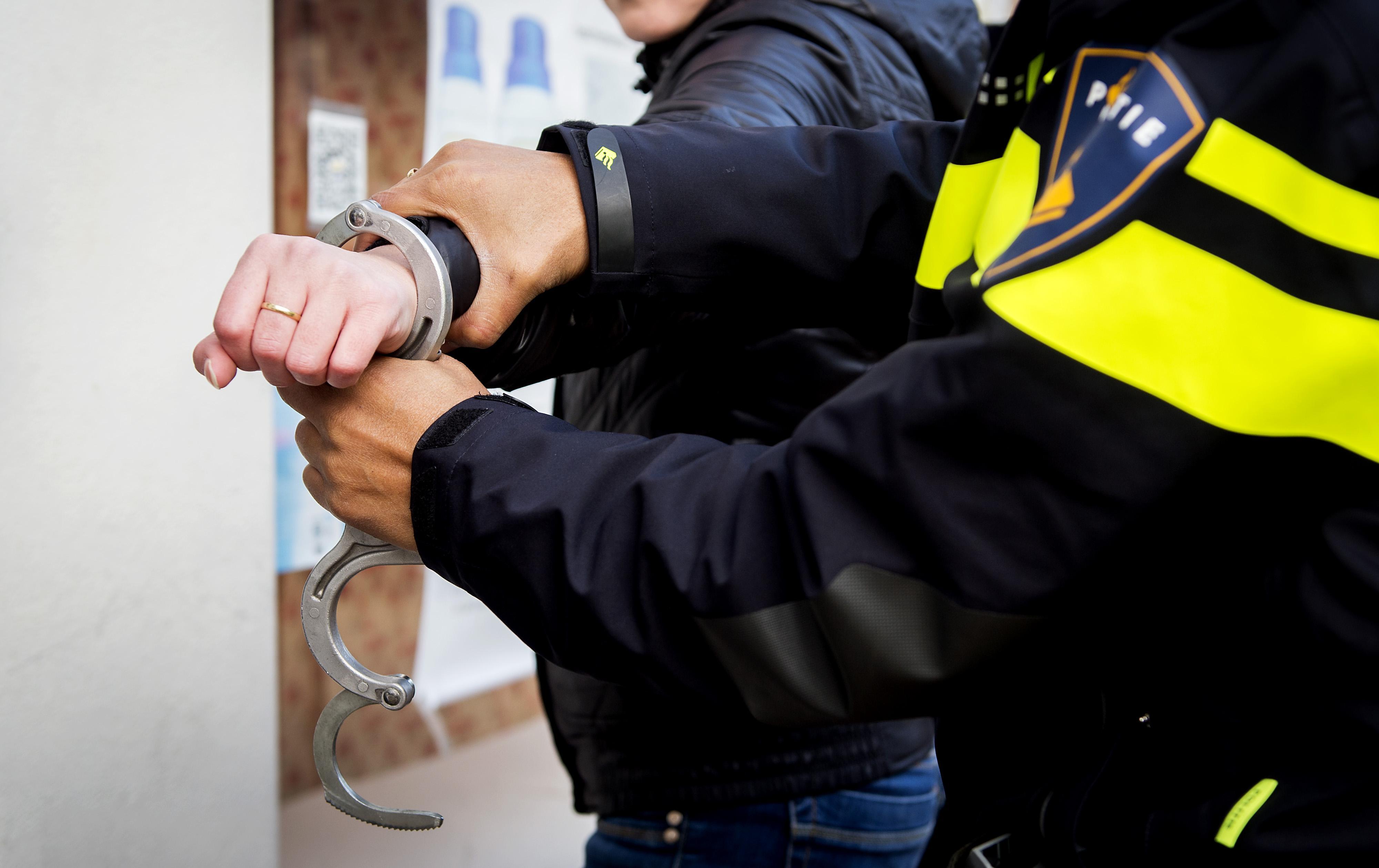 Jongen (17) en vrouw (18) aangehouden na beroving lachgasbezorger in Den Helder