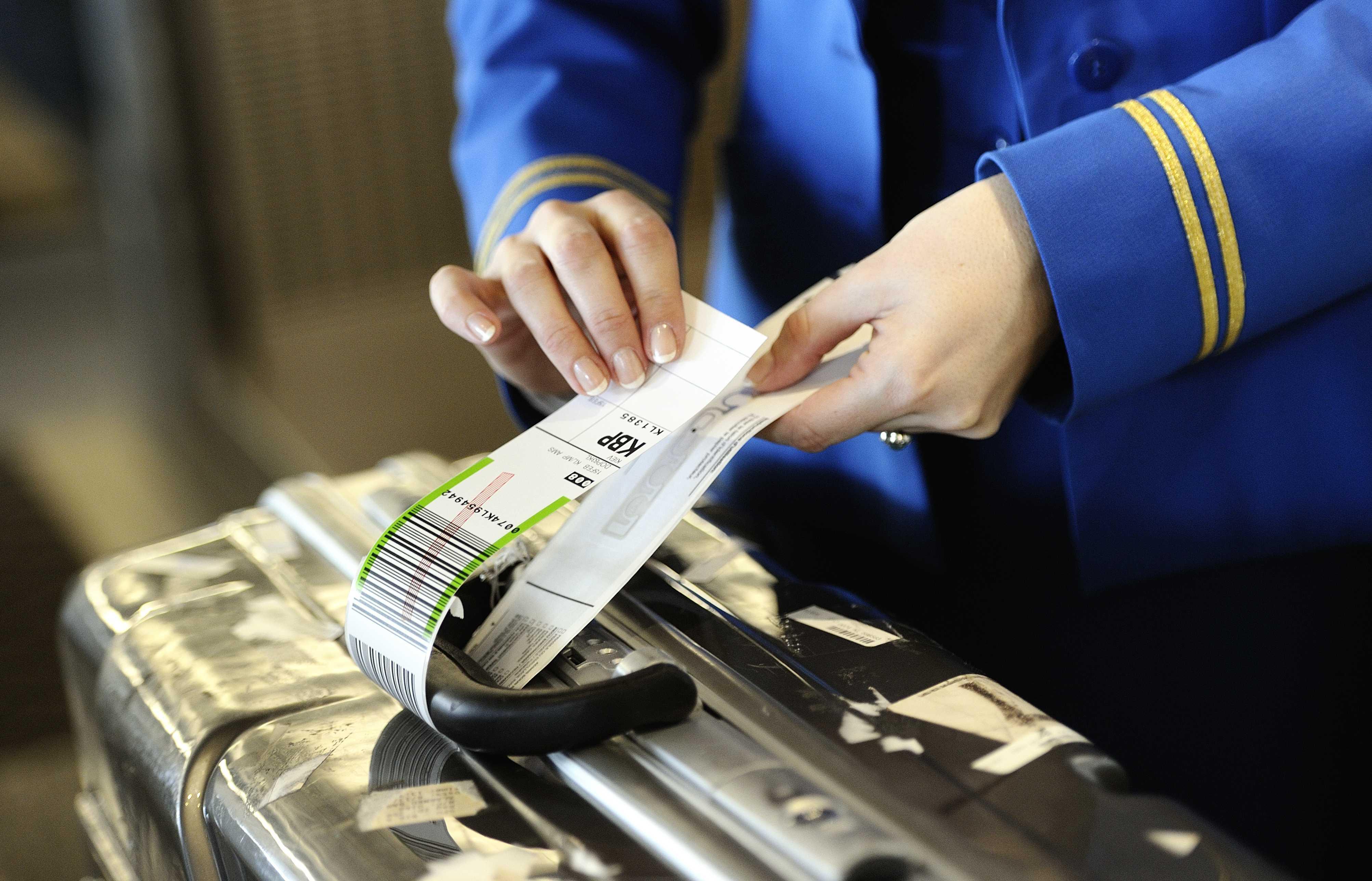 Op meer vluchten KLM betalen voor koffer
