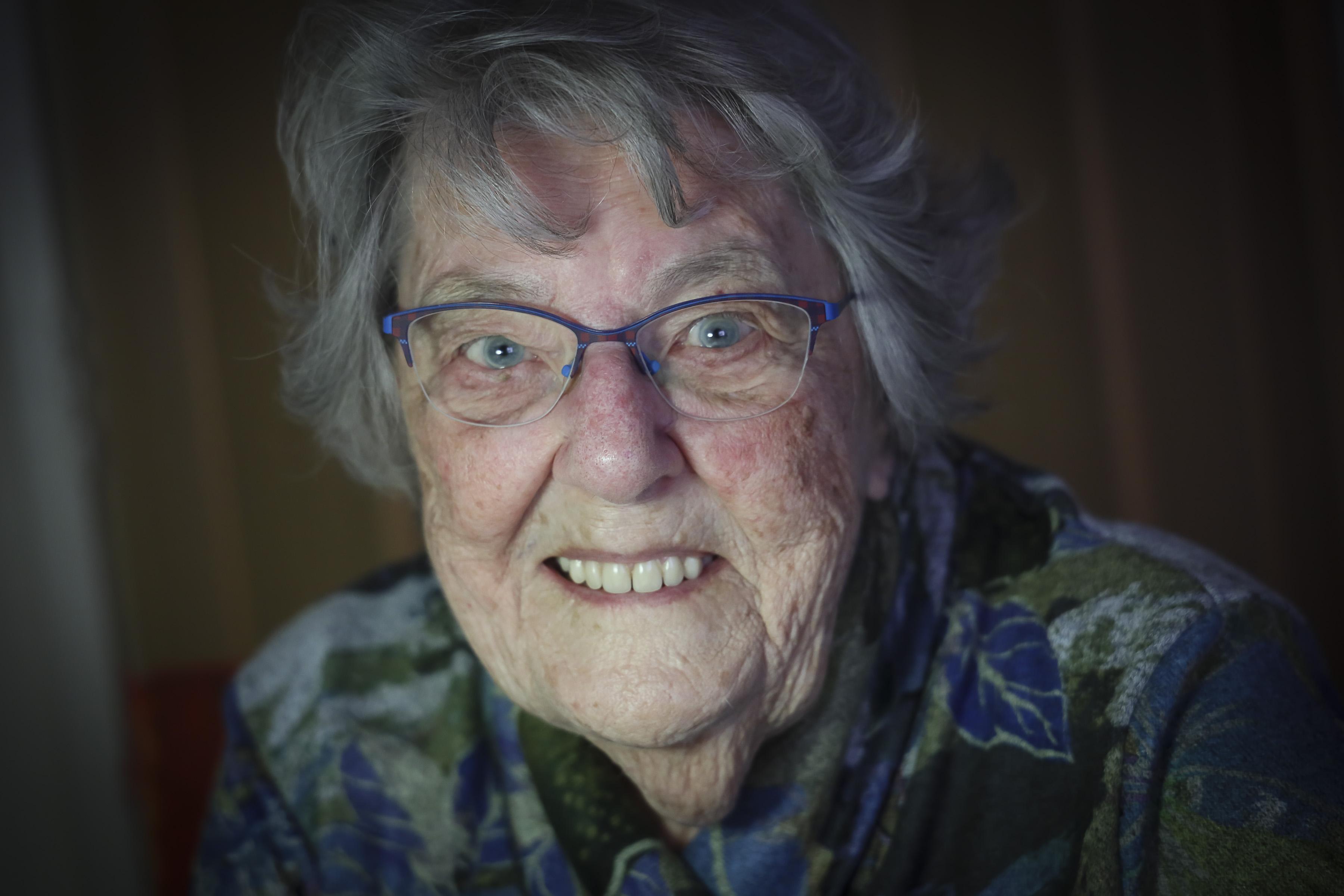 West-Friese Willy Bakker-Laan staat al honderd jaar positief in het leven. Haar geheim: 'Go with the flow!'
