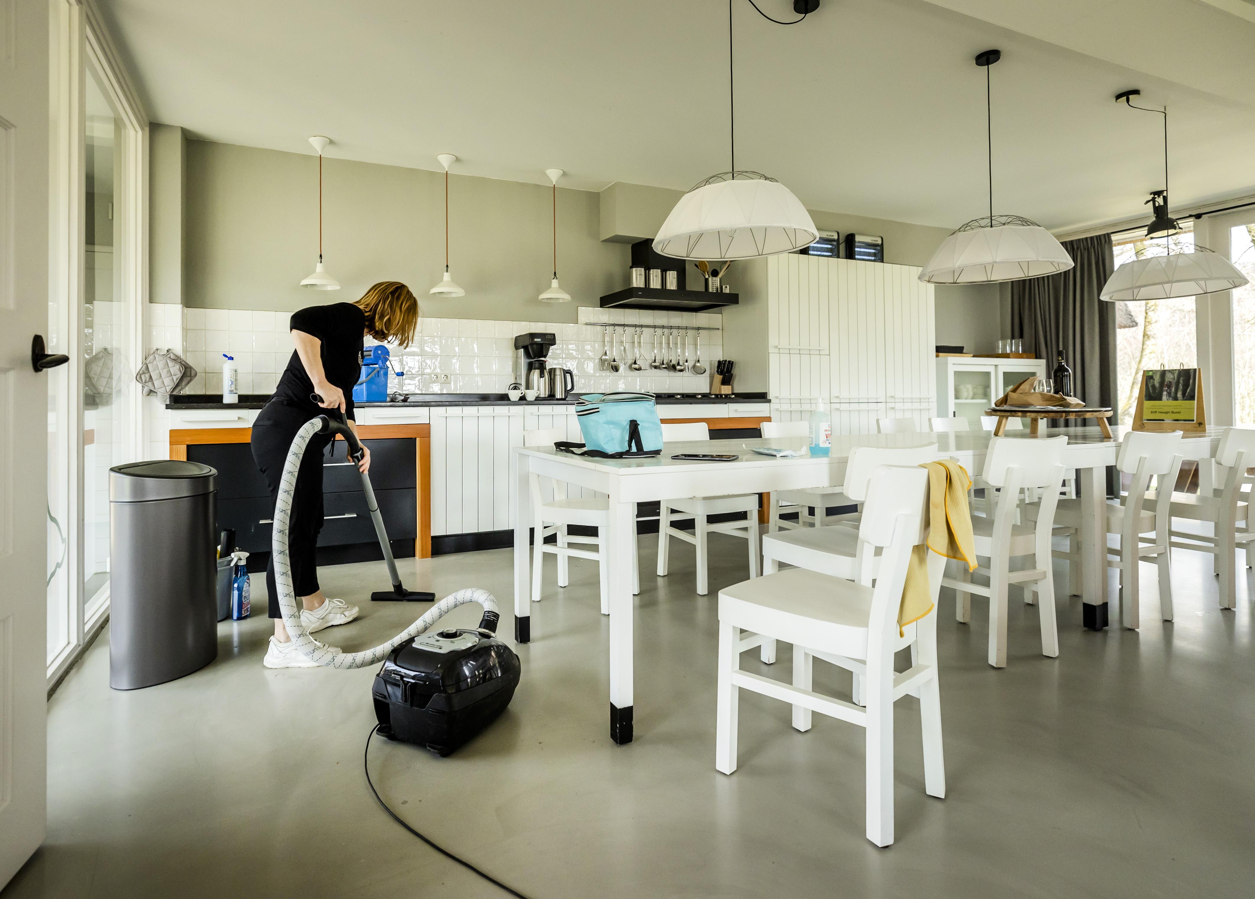 Veel mis met arbeidsomstandigheden schoonmaak in vakantieparken; Inspectie SZW onderzocht vijf vakantieparken, onder meer in Noordwijk