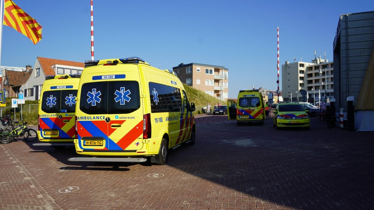 Drie mensen onwel op strand Egmond aan Zee