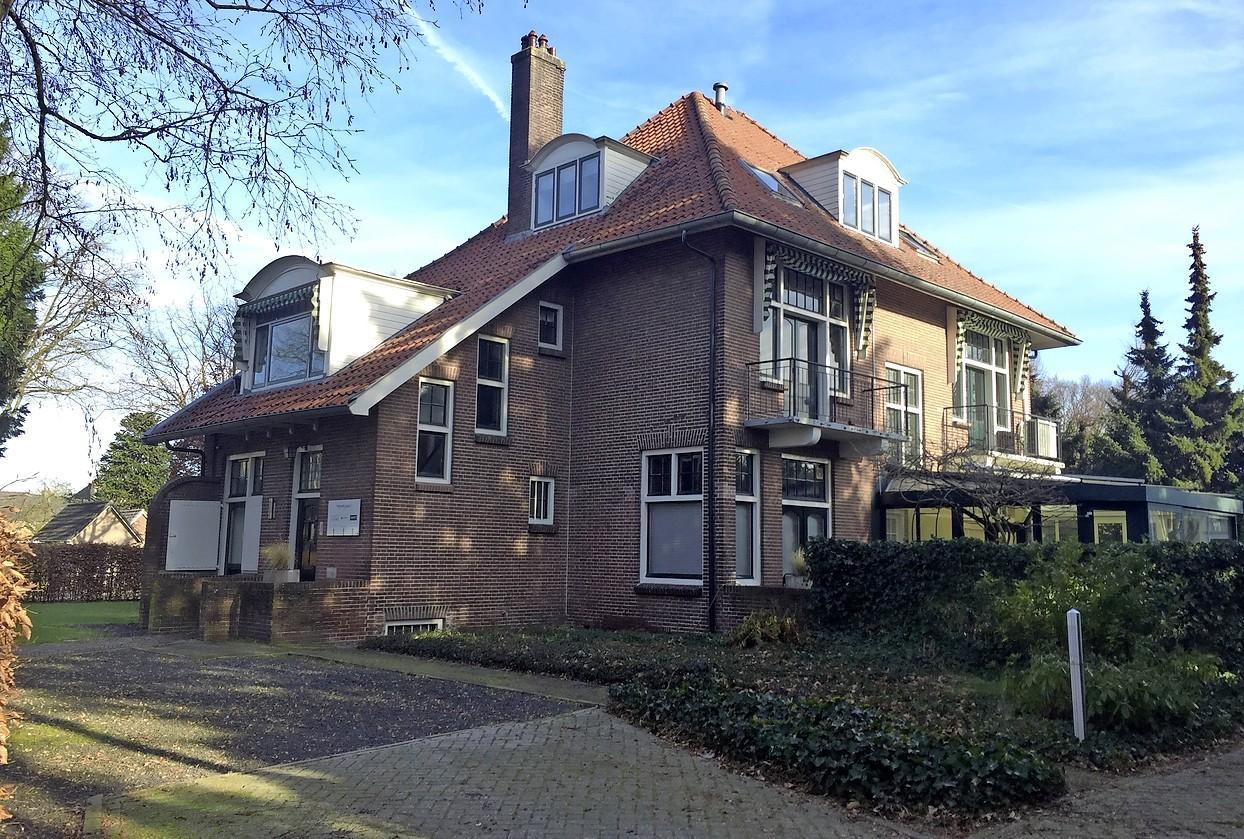 Nieuwe toekomst voor oude Villa Pirate van redersfamilie Wijsmuller; Baarnse kantoorvilla blijft behouden als woonhuis