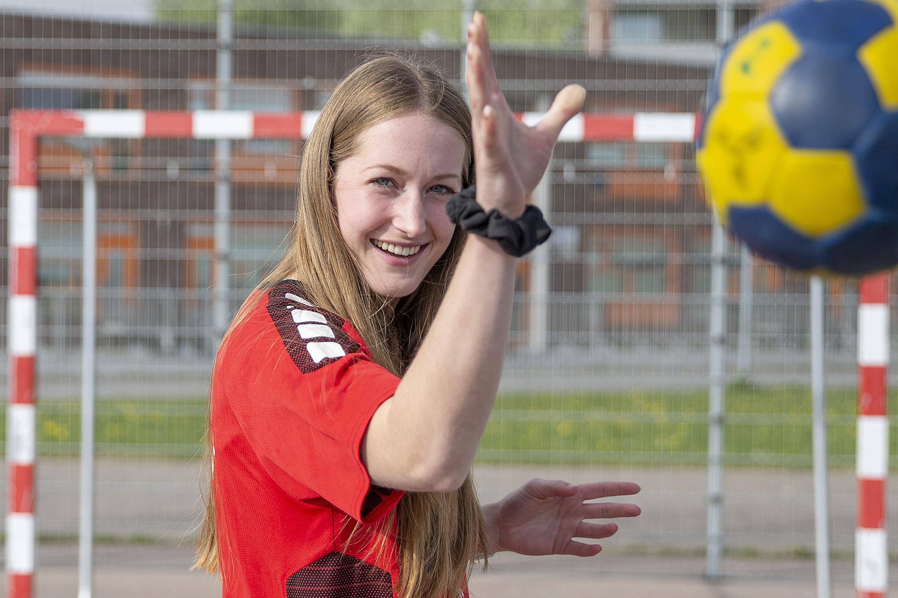 Handbalster Carlien Smit keert terug in Polder om diploma te halen: 'Club in Duitsland was goed te vergelijken met hoe het bij ZAP gaat. Misschien was ik daarom ook wel zo enthousiast'
