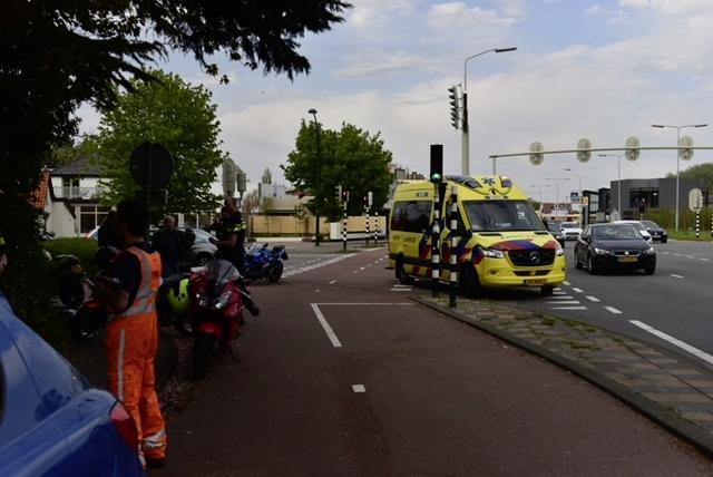 File op N44 bij Wassenaar zwelt aan. Mede door ongeval tussen motor en auto