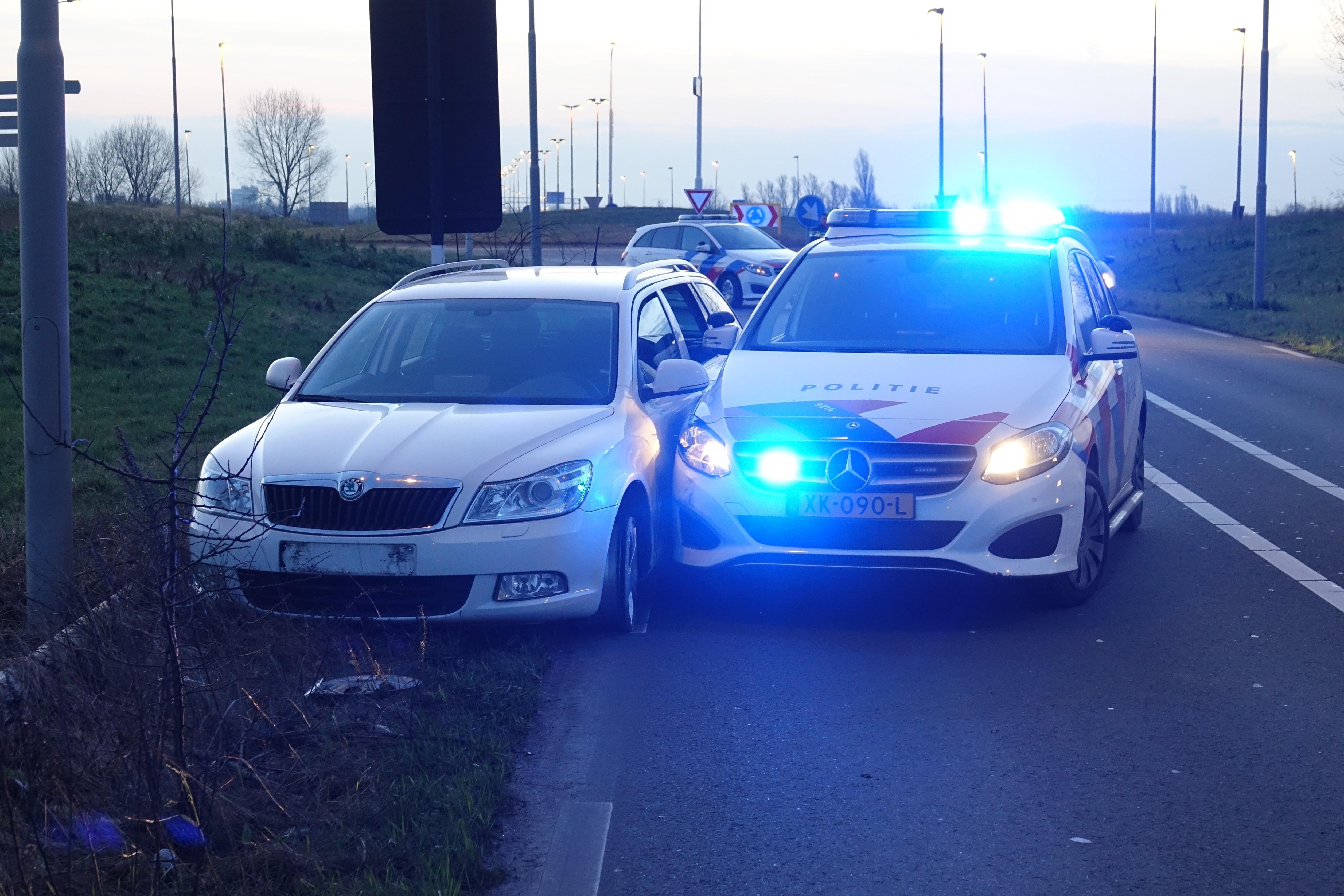 Automobilist klemgereden op A8 na achtervolging vanuit Amsterdam