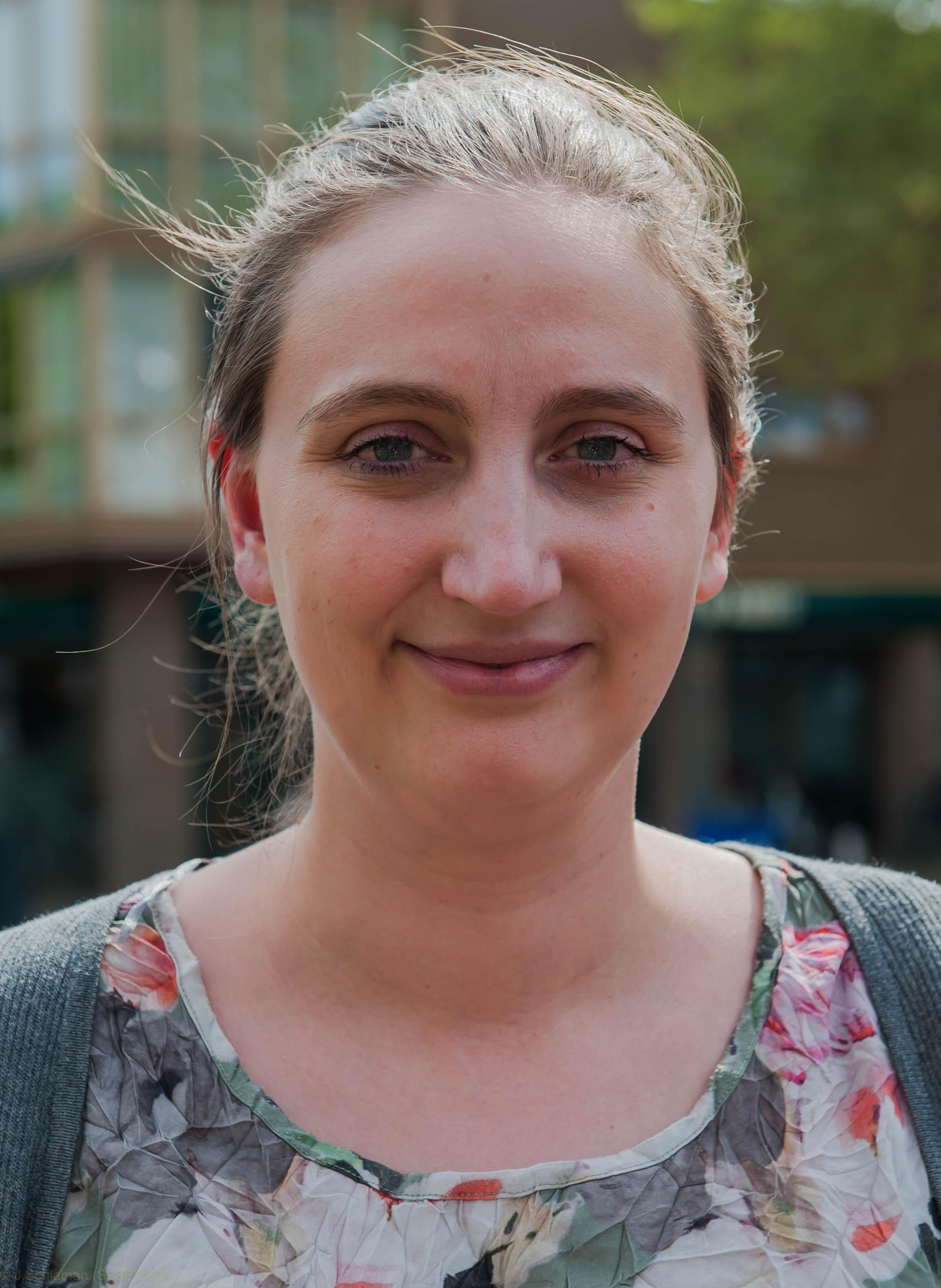 Welzijnswerker Amber d'Haene helpt met online training Stede Broecers die zich eenzaam voelen: Dat praatje in de supermarkt