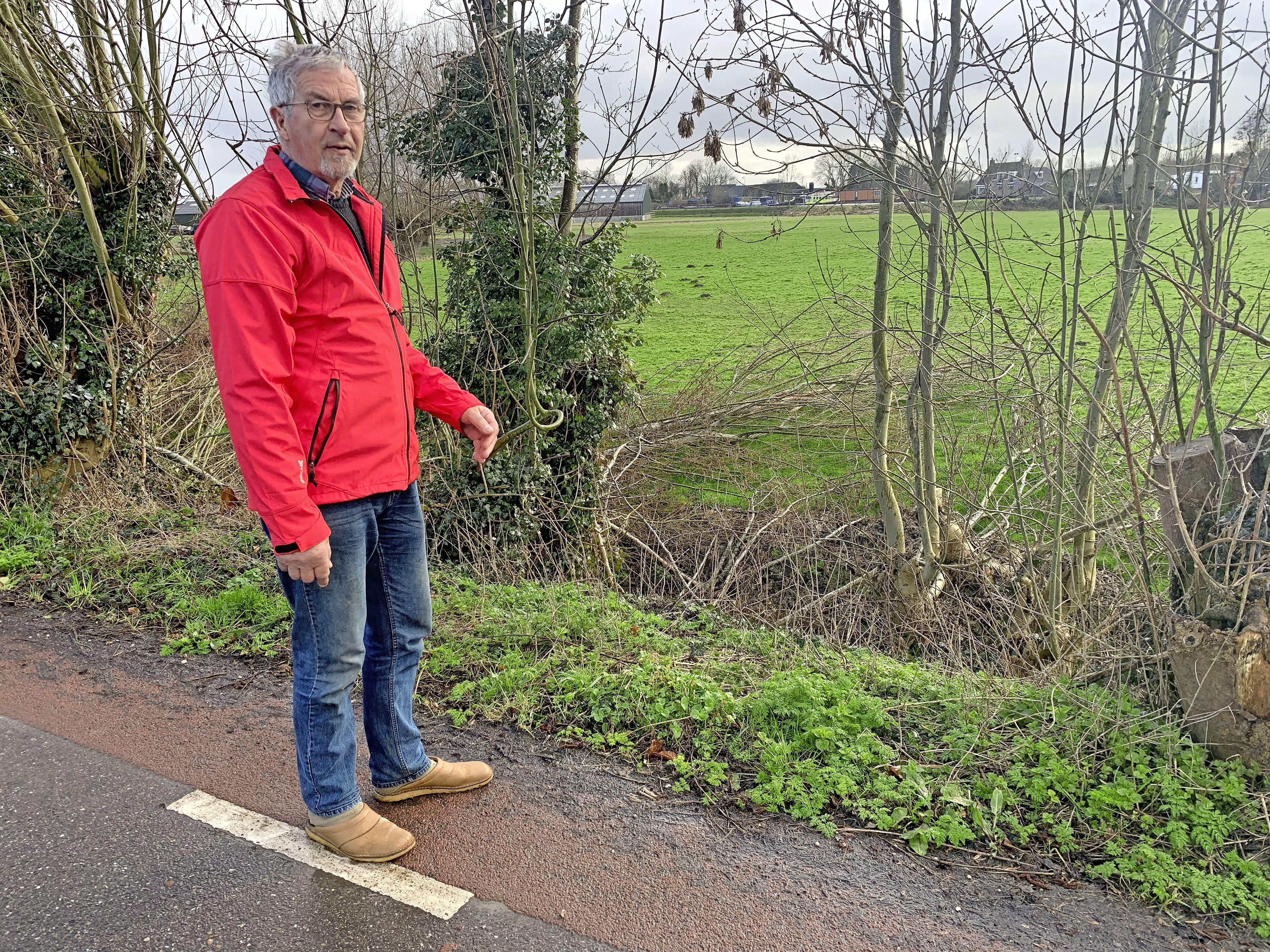 Vechtdijk maakt zijn naam waar. Veehouder uit Nederhorst en Waterschap AGV al tijden in de clinch: Is er op de dijk genoeg plek voor planten en dieren?