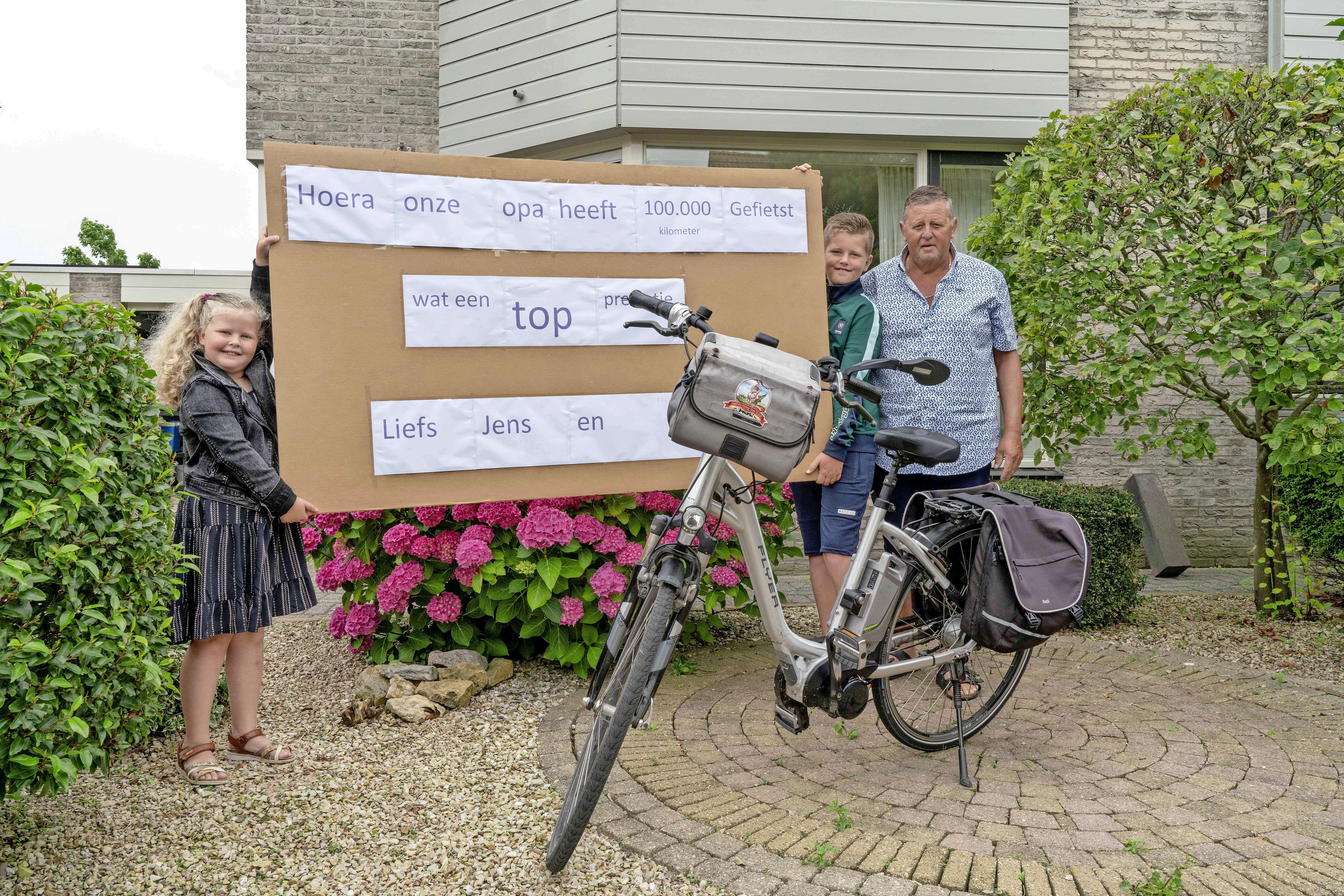 Knie- , rugklachten én suikerziekte, maar Leo de Pee (70) tikt 100.000 kilometer aan. 'Ik wil eigenlijk nog een keer naar Polen fietsen'