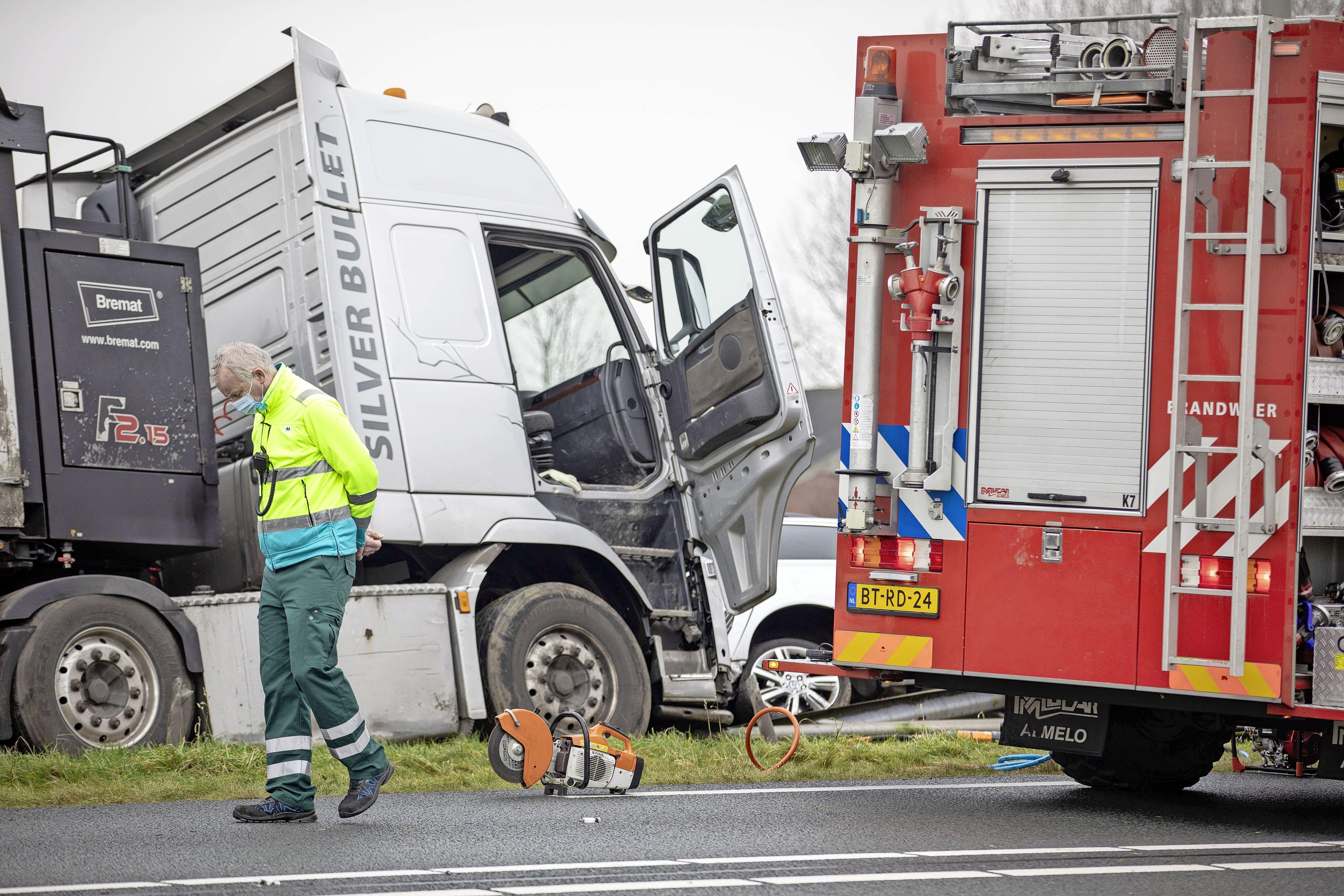 Onderzoek naar fataal ongeval met politieman op N9 is bijna afgerond; justitie moet beslissing of vrachtwagenchauffeur (61) wordt vervolgd nog nemen