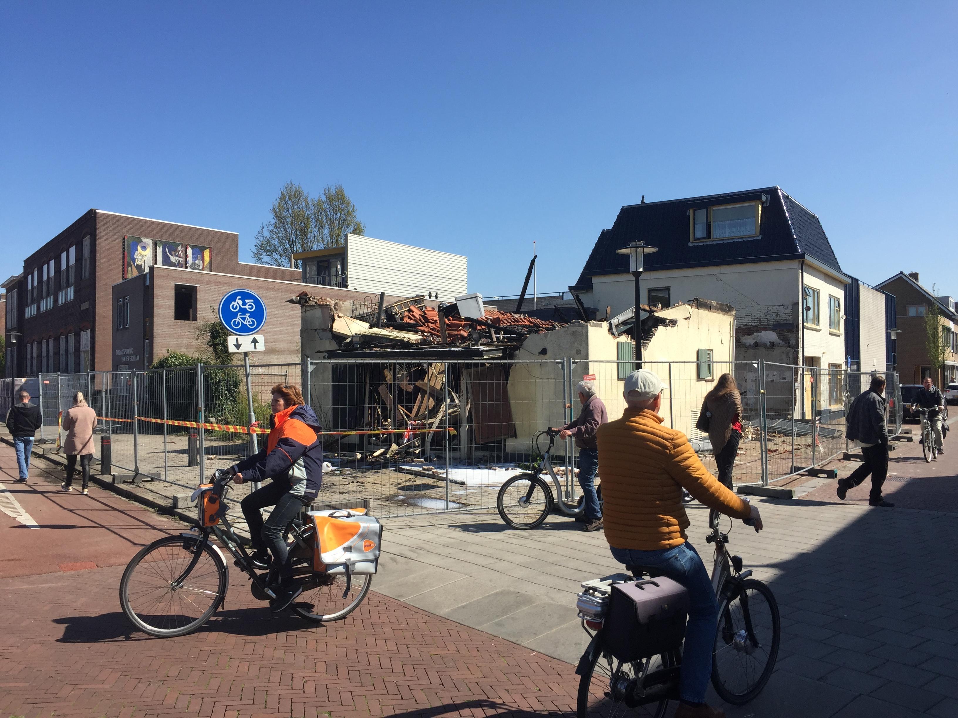 De Hangkous in Hillegom gaat in vlammen op, eigenaar vermoedt opzet of uit de hand gelopen kinderspel