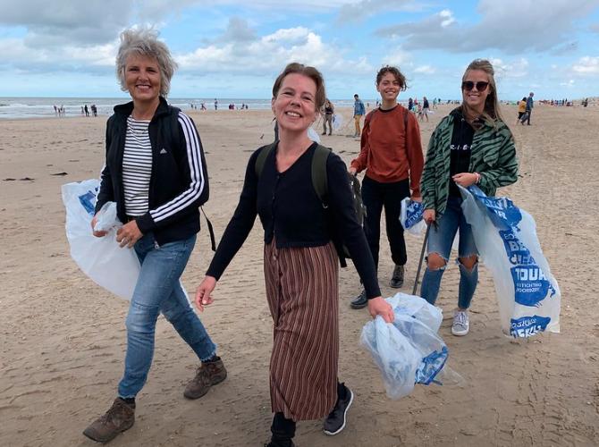 Hoop op hervatting grootste strandschoonmaak van Nederland komende zomer. In 2020 ging er nog een streep doorheen