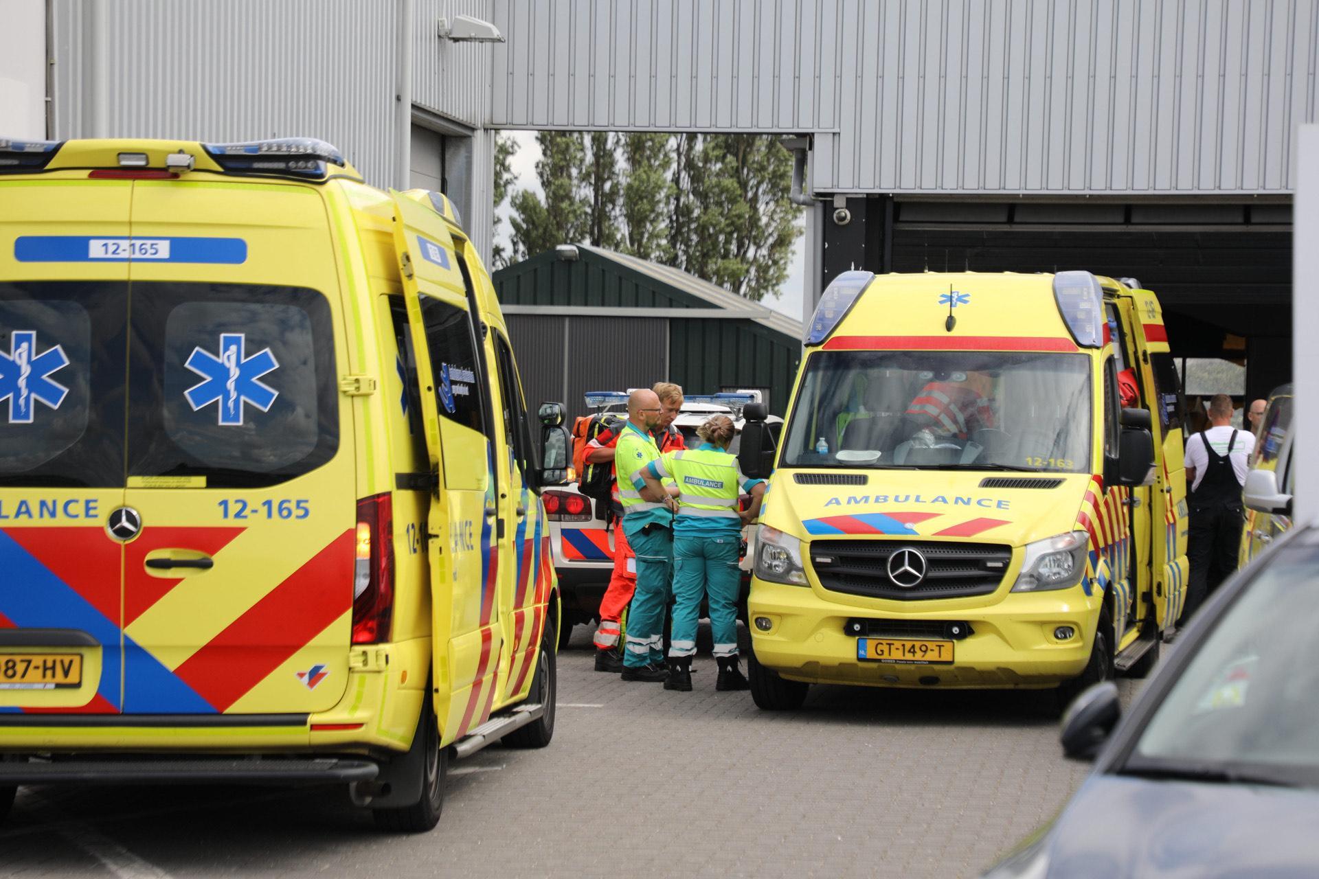 Man zwaargewond bij val in loods aan Kruisweg in Rozenburg