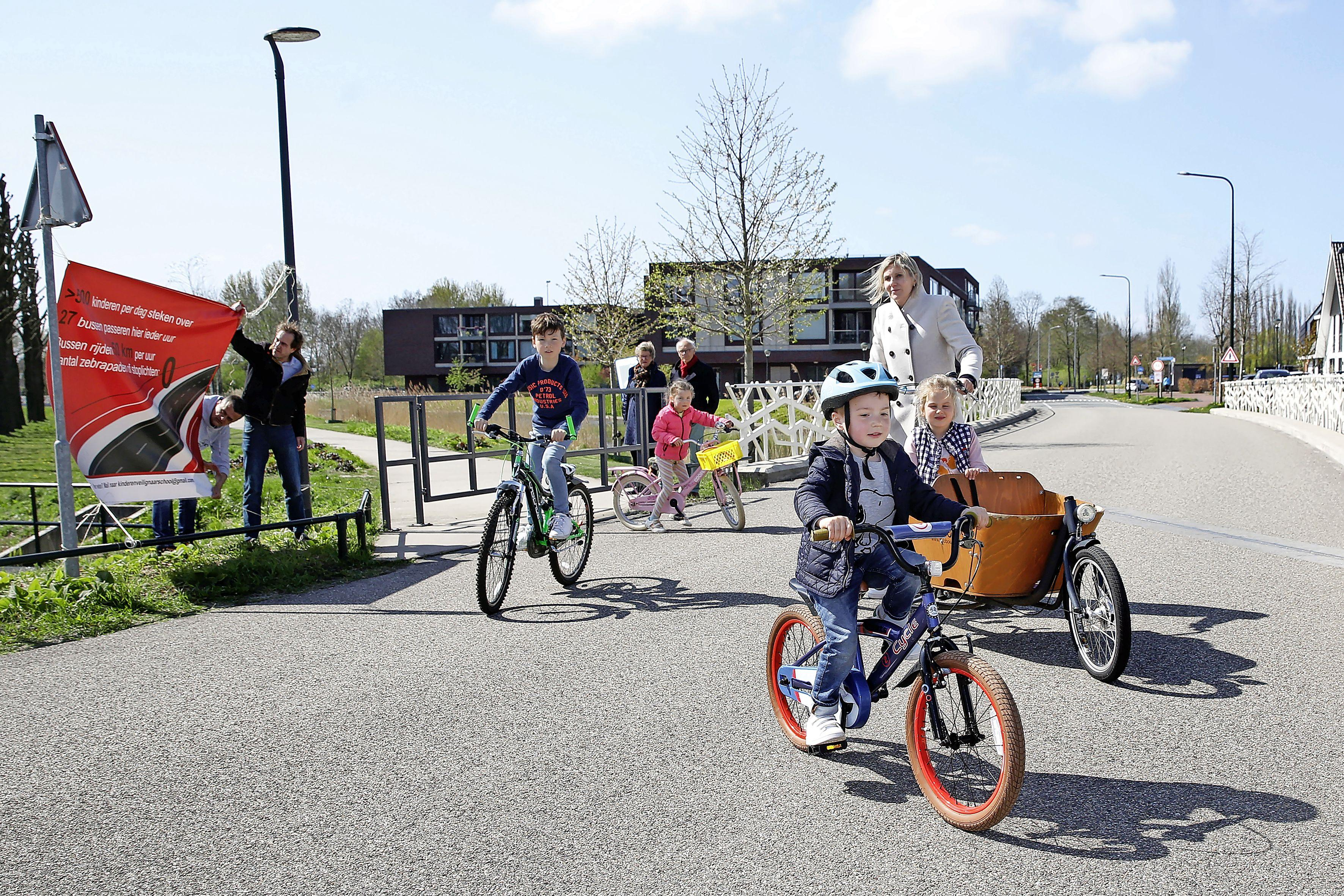 En weg is het verzet tegen de Blaricumse HOV-buslijn; Stroomzijde wordt een 30 km-baan met veilige oversteekplaatsen. Iedereen weer een beetje blij