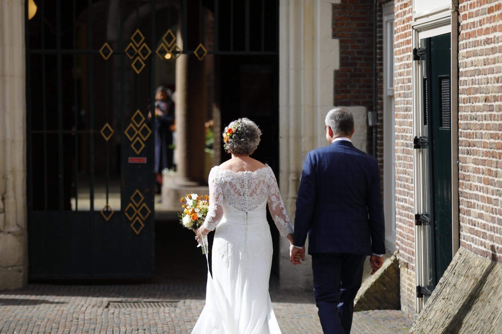Burgemeester Jos Wienen en zijn geliefde Marian geven elkaar in Haarlem het 'jawoord'