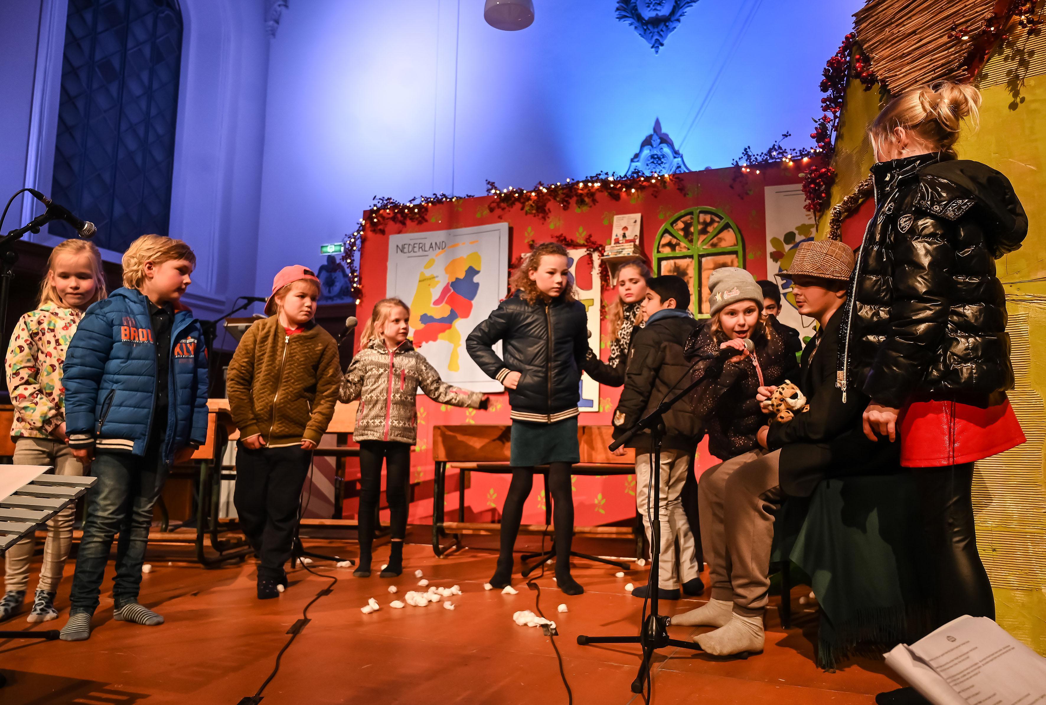 Kinderen uit Aartswoud zorgen met 'Sterren van de hemel' voor een mooi begin van de kerst