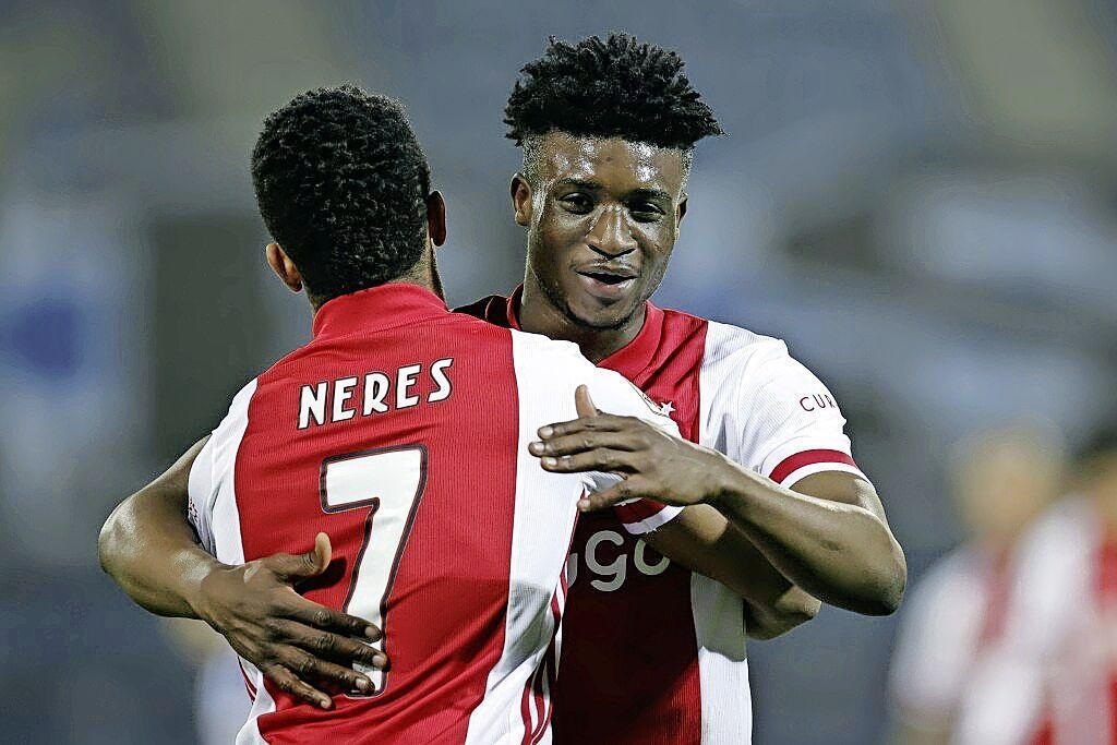 Ajax wint bij Heerenveen (0-3) en speelt in april bekerfinale tegen Vitesse [video]