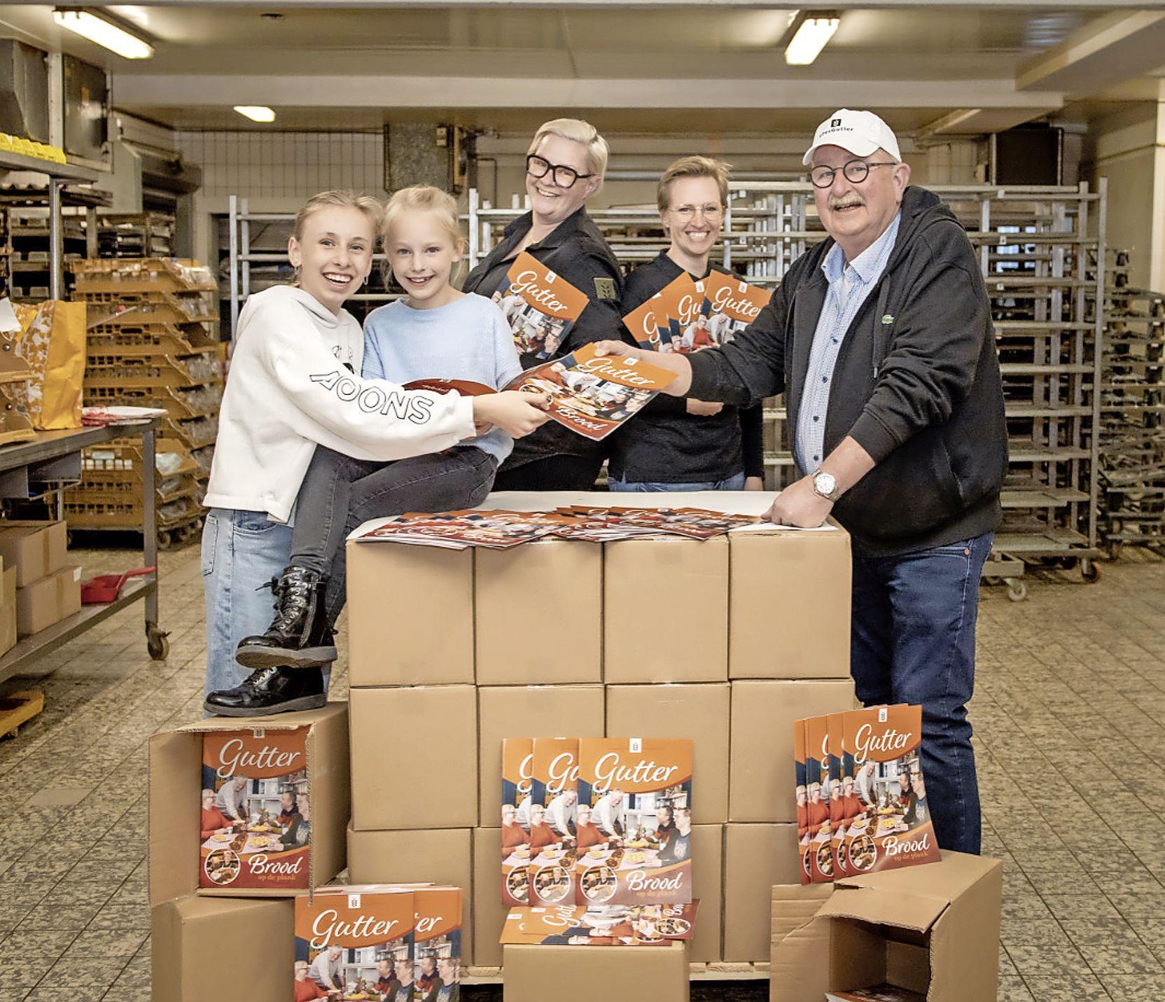 Bakkerij Kees Gutter viert 60-jarig bestaan met jubileumglossy: 'Het magazine is echt de kers op de taart'
