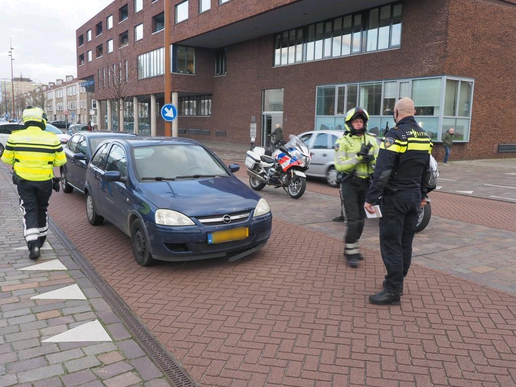 Veel oponthoud door kop-staartbotsing drie auto's in IJmuiden