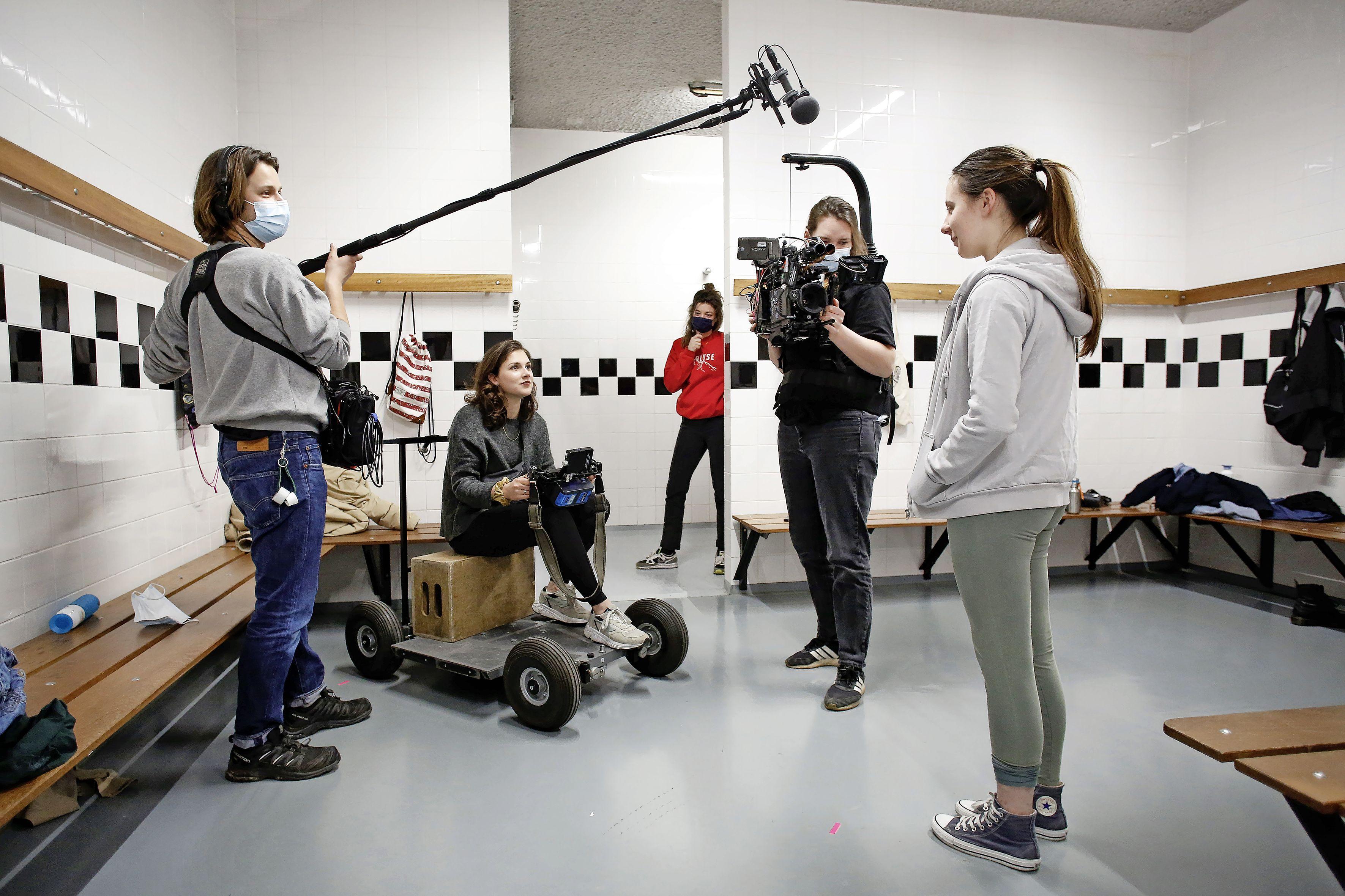 School Huizermaat decor van korte film 'Vlekkeloos' met serieus onderwerp: geen geld om tampons of maandverband te kopen. En ja, dat komt ook in Nederland voor