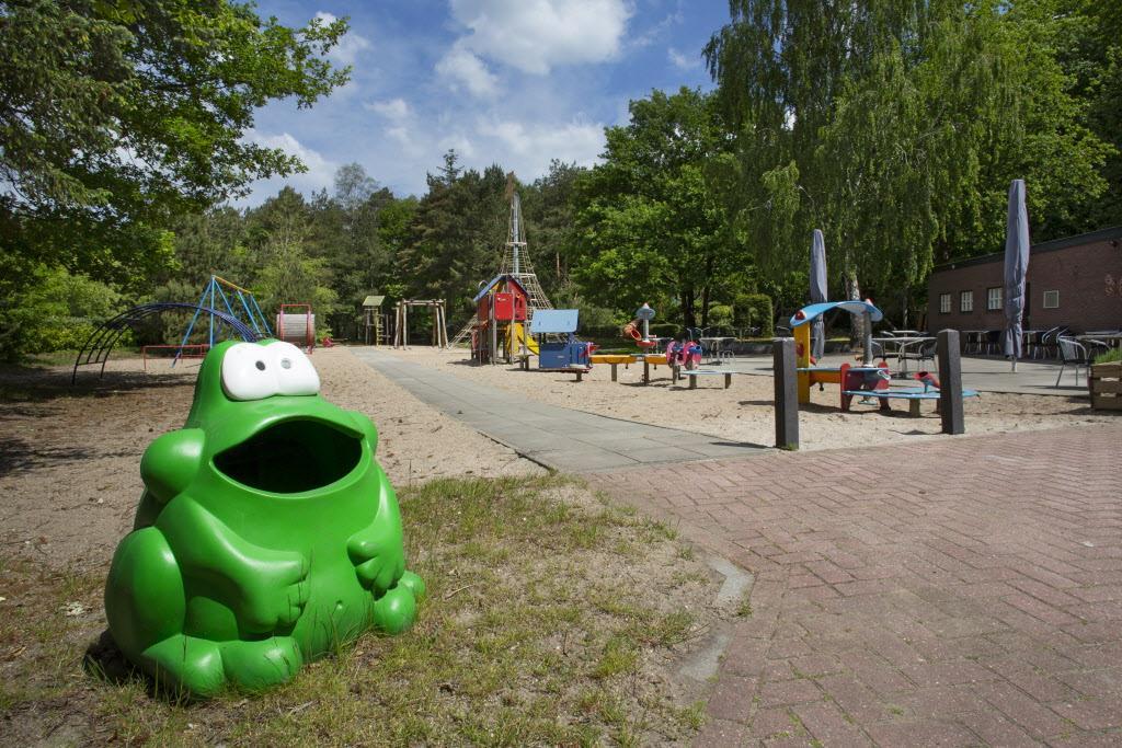 Jongen valt van speeltoestel in speeltuin Oosterkwartier en ligt in kunstmatig coma