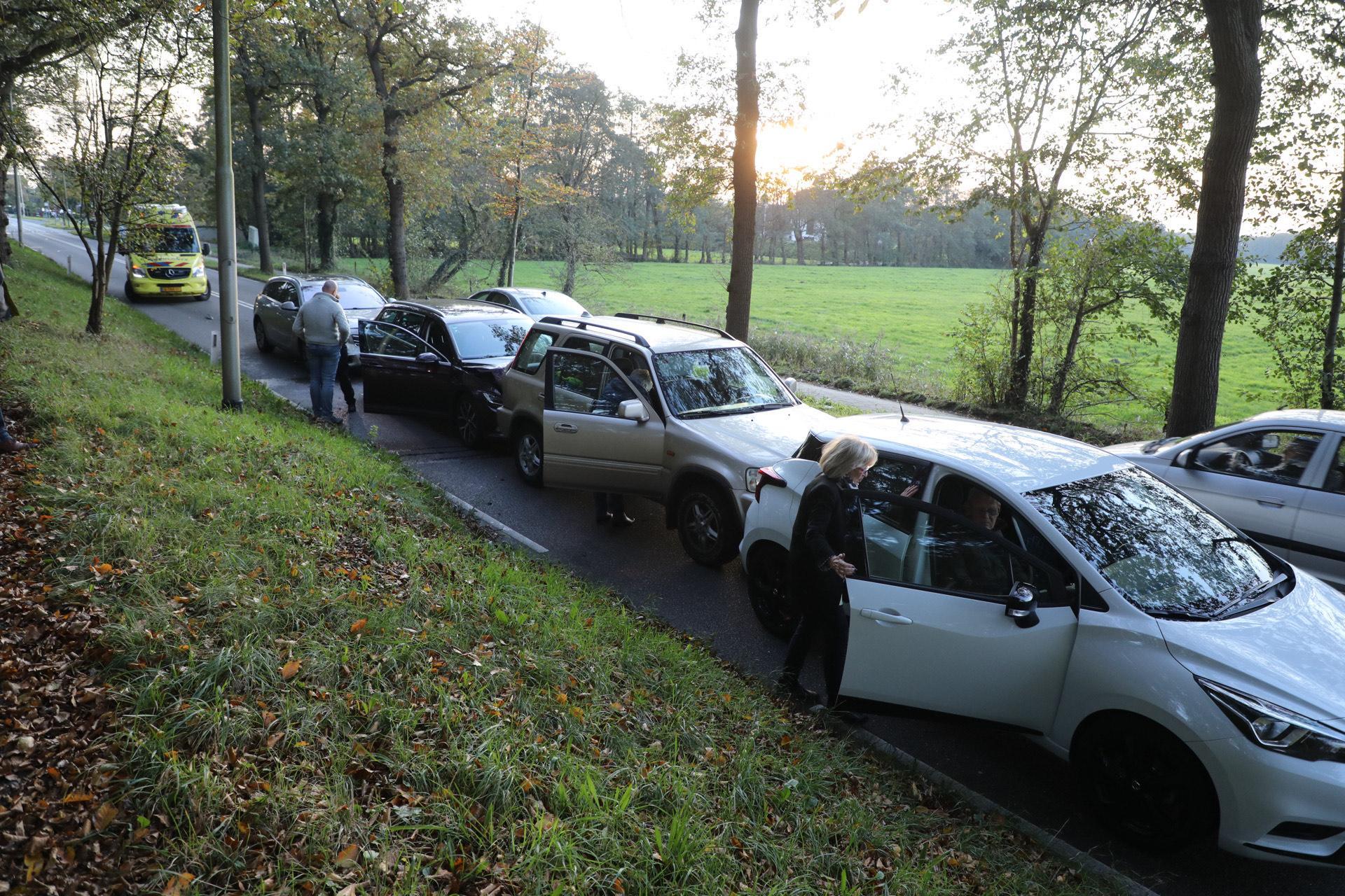 Vier auto's betrokken bij kop-staartbotsing in Vogelenzang
