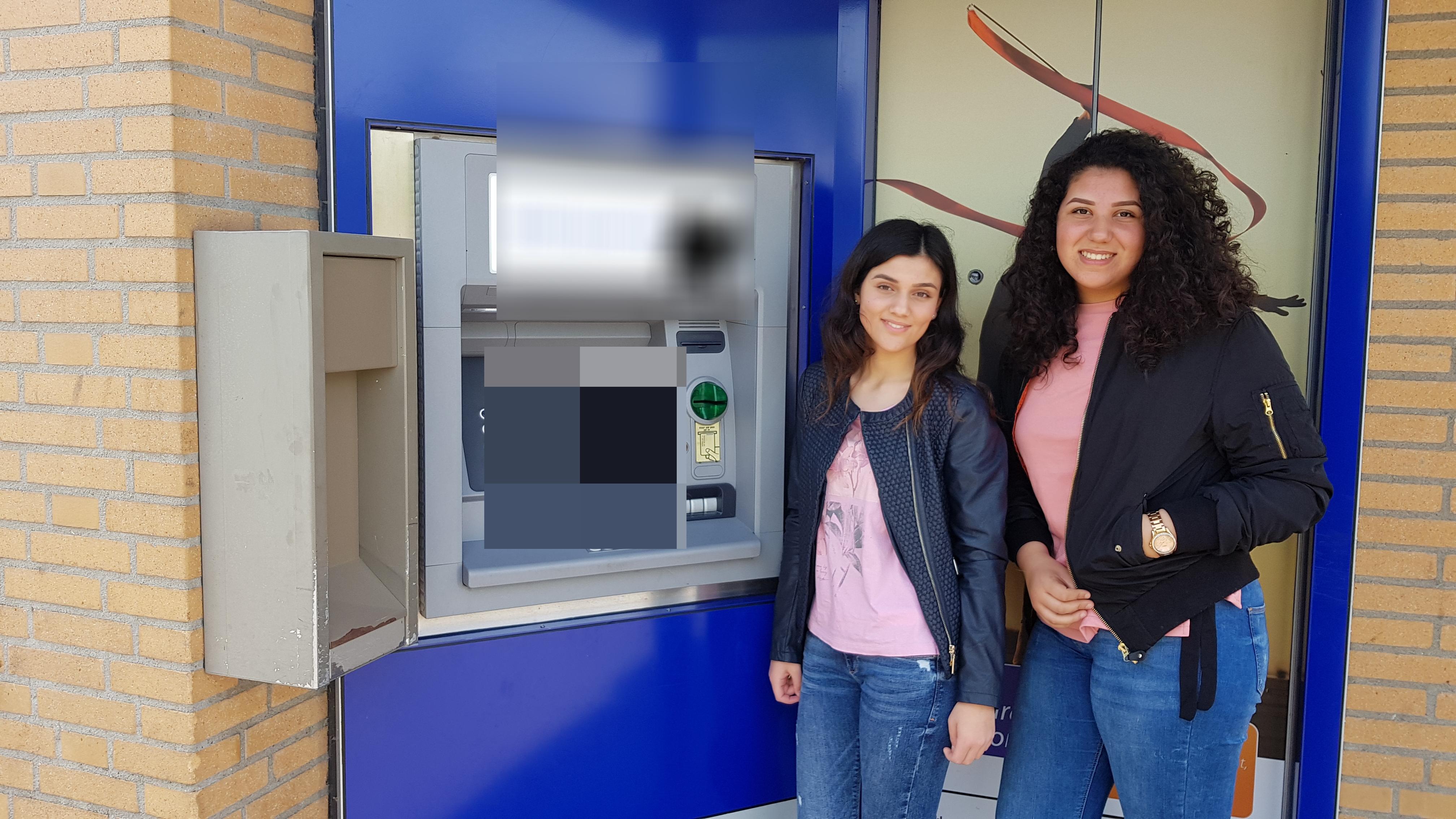 Hanife en Leyla uit Huizen zijn op zoek naar eigenaar pingeld