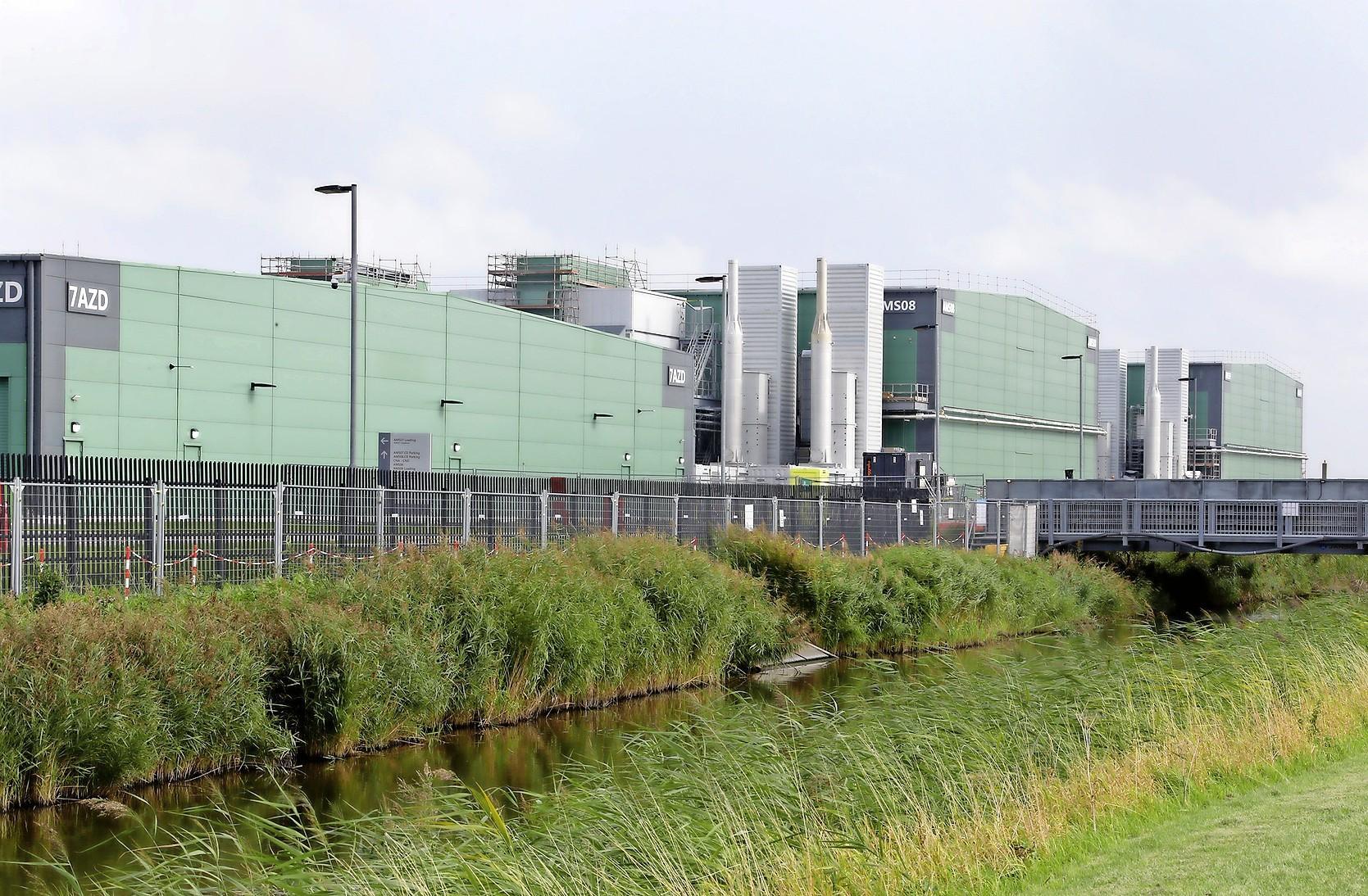 Het schrappen van datacenters in het al goedgekeurde bestemmingsplan voor Agriport gaat de gemeente Hollands Kroon miljoenen euro's kosten. 'Geen reden voor paniek'