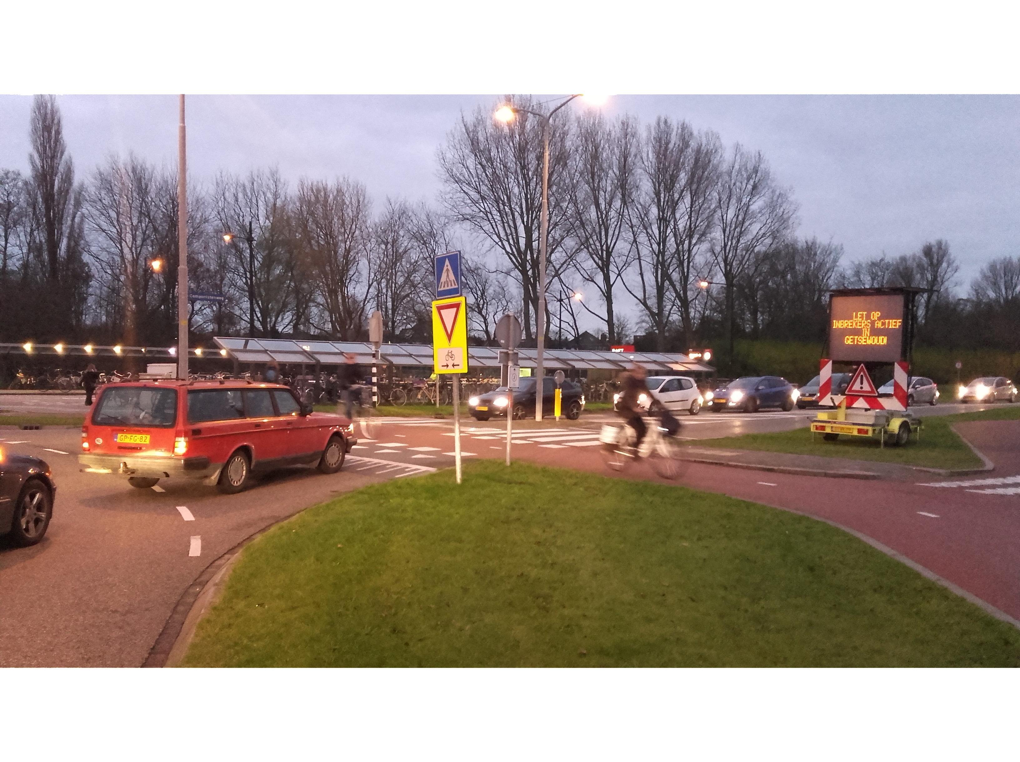 'Onveilig' matrixbord bij rotonde Nieuw-Vennep snel weggehaald