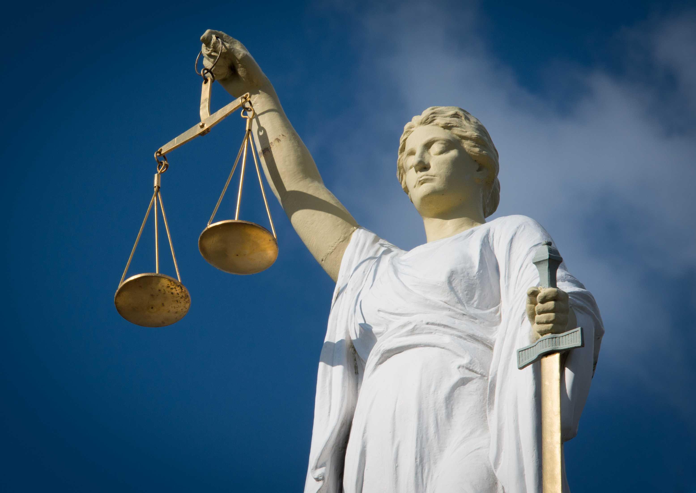 Dronken Haarlemmer kroop in bed bij slapend buurmeisje, man (21) hoeft van aanklaagster niet terug de cel in