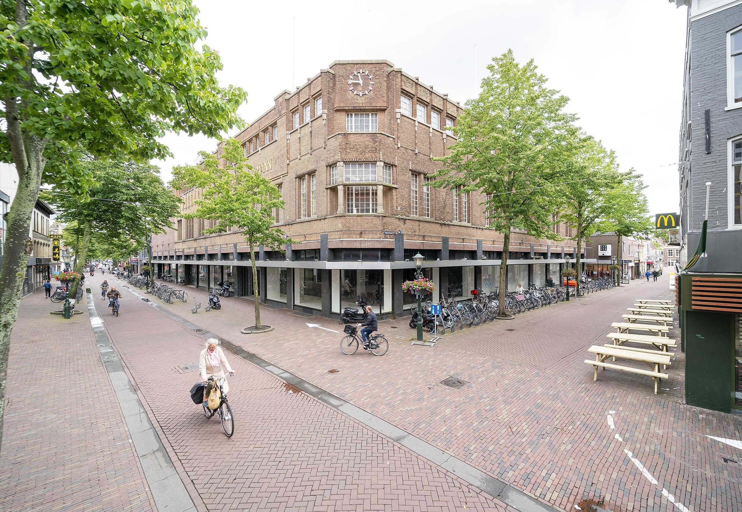 Bloemendaalse miljonairs zijn de kopers van voormalig V&D-pand in Alkmaar