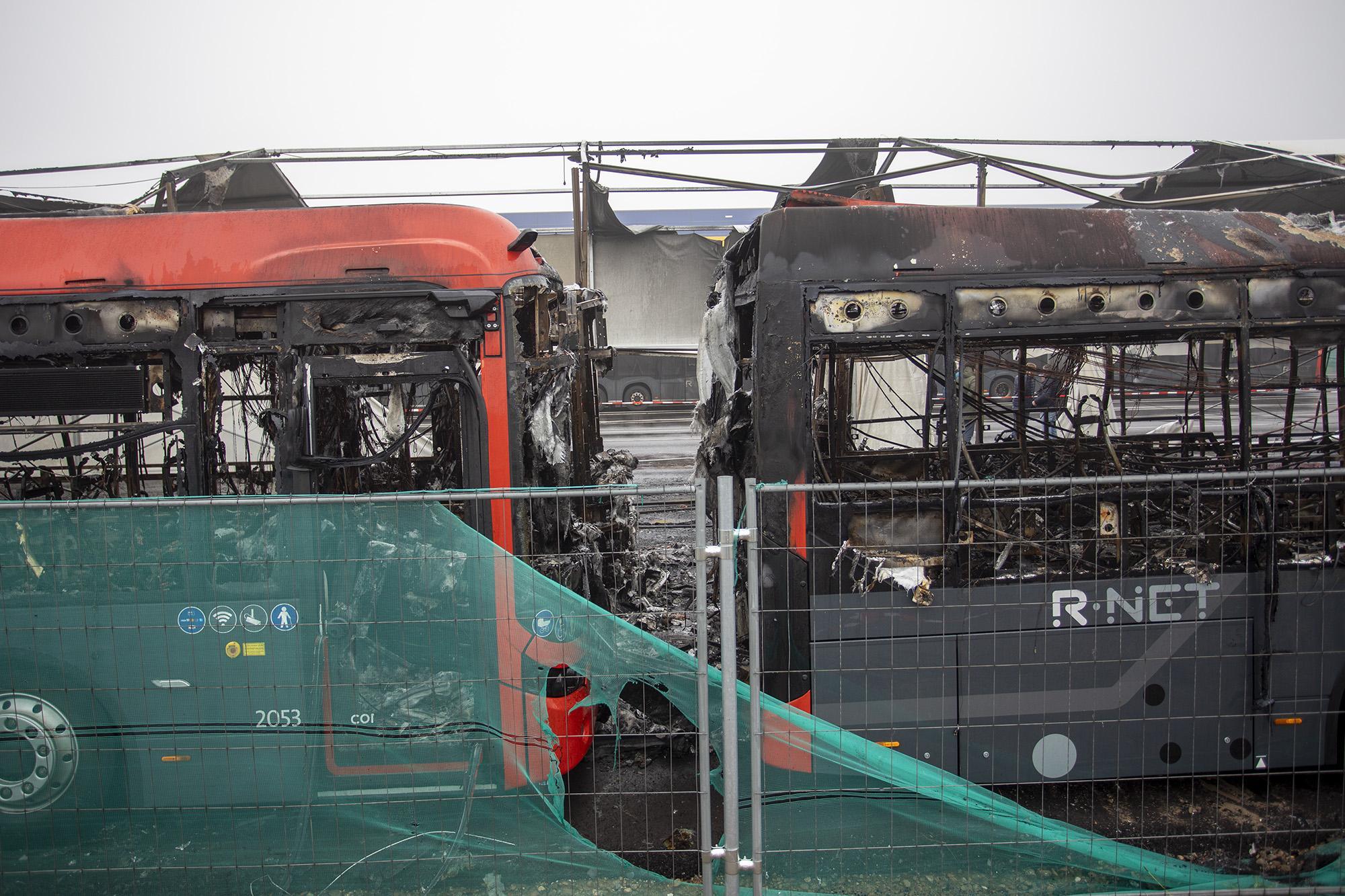 Oorzaak grote brand busremise Haarlem nog niet duidelijk; onderzoek kan nog dagen duren