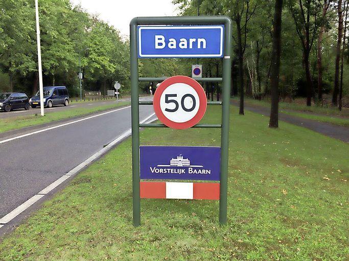 Baarnse wethouders 'van buiten' hoeven verhuisdozen nog steeds niet in te pakken, Jansma, Vissers en Prakke mogen lekker in Leusden, Soest en Leersum blijven wonen