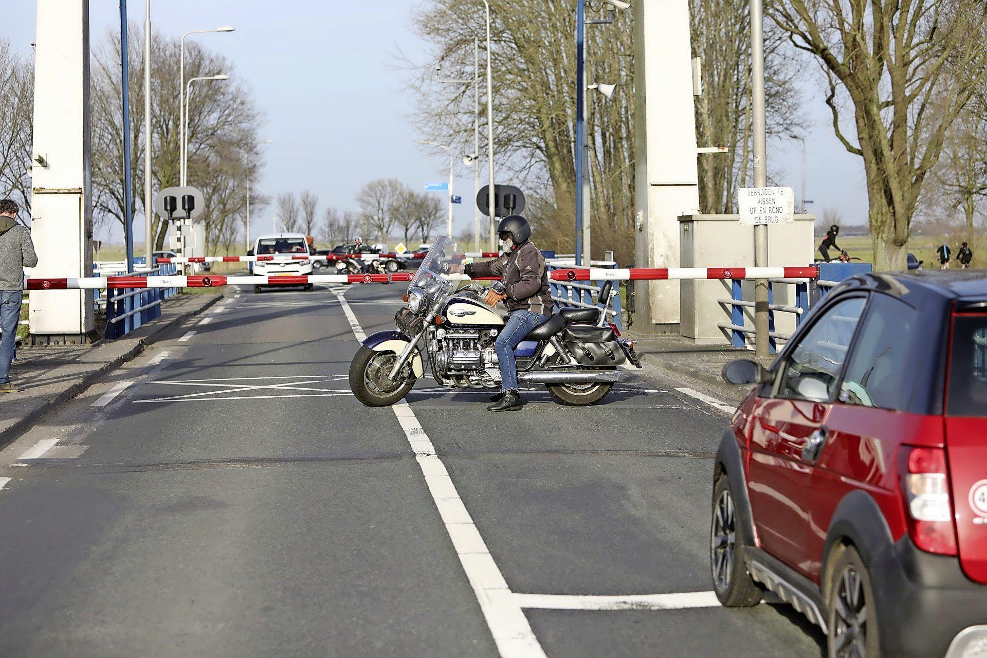 Ophaalbrug op N414 bij Eembrugge opnieuw in storing, brug gaat niet meer dicht