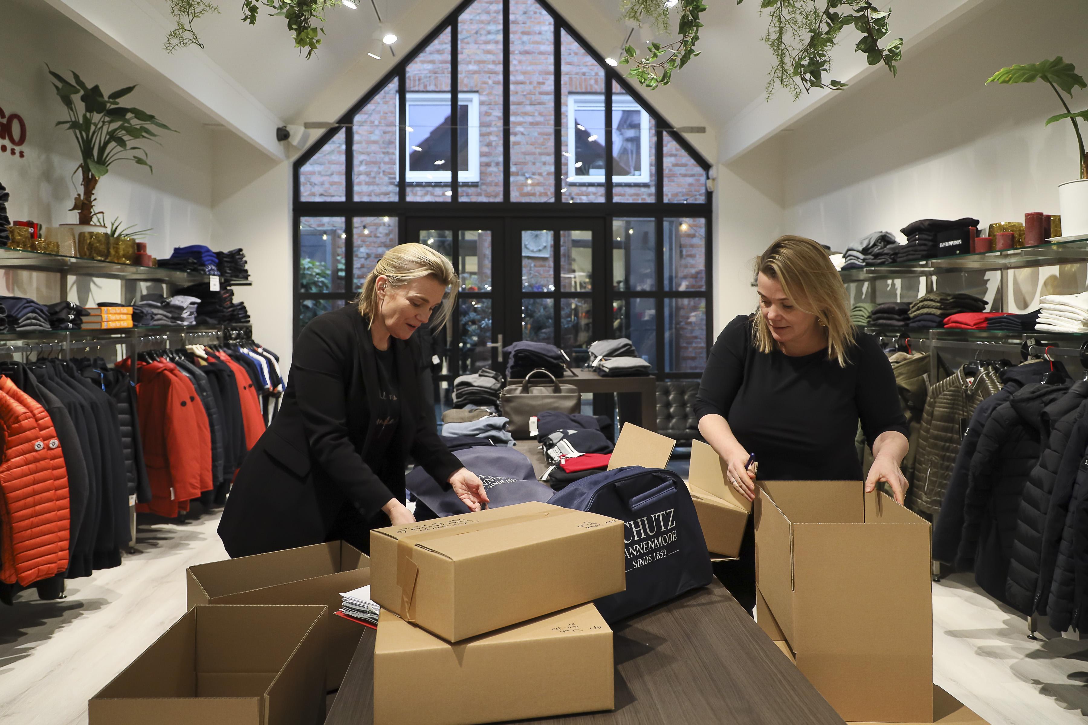 'Laat kledingwinkels wintercollectie verkopen, als kans om te overleven'