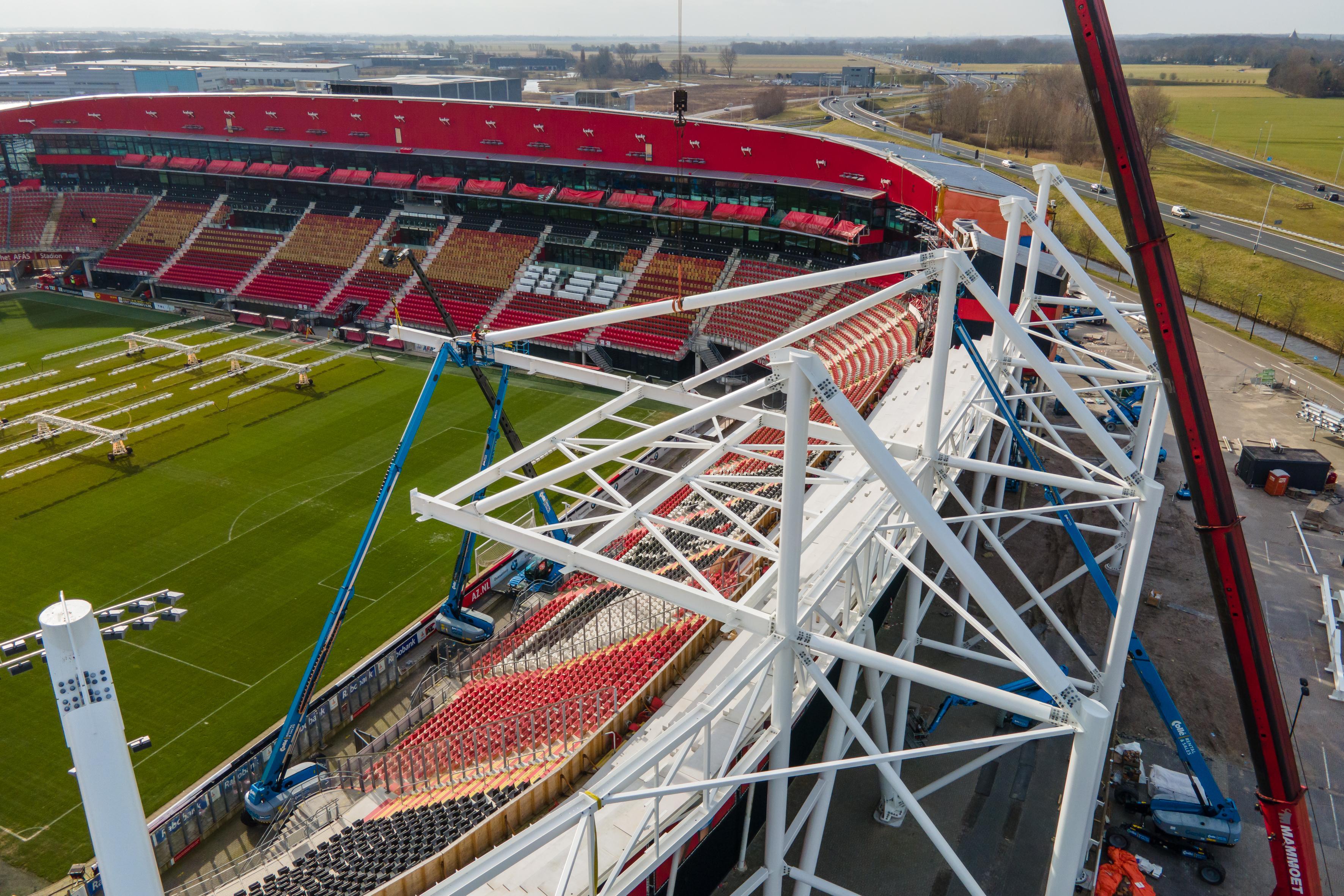 Nieuw dak AZ-stadion wordt nu echt zichtbaar
