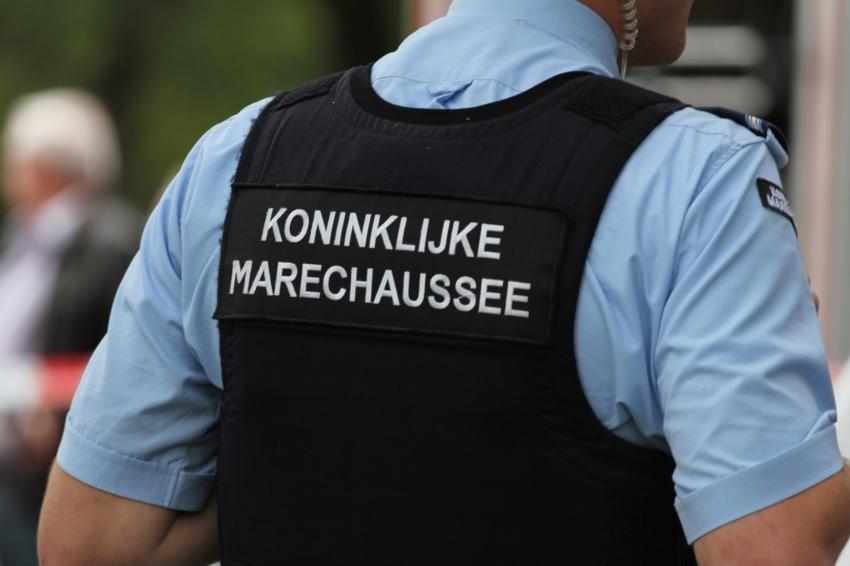 Dertien onruststokers aangehouden op Schiphol