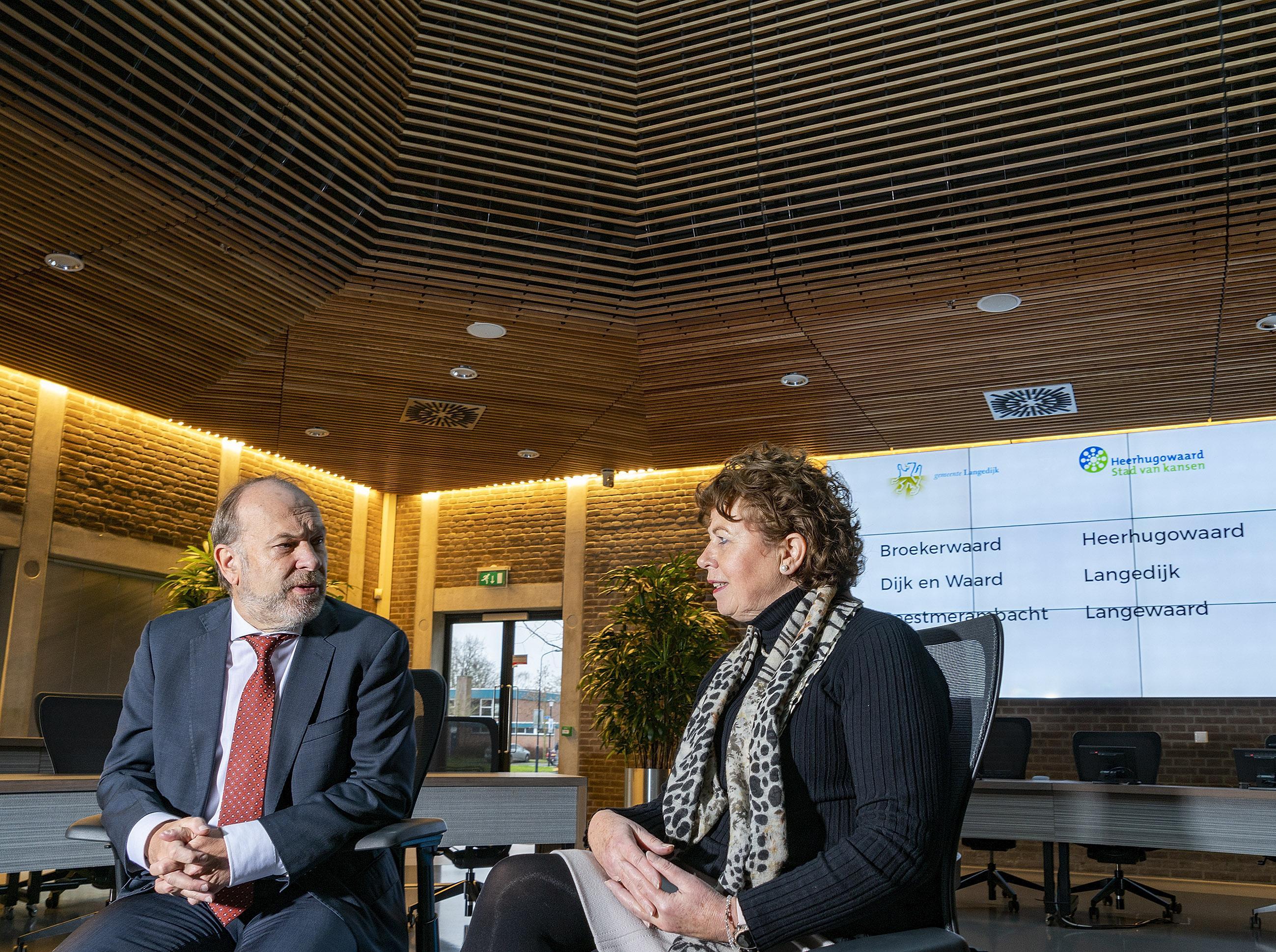 Voor- en tegenstanders ongedeelde fusie tussen Langedijk en Heerhugowaard roeren zich bij werkbezoek Directeur Generaal