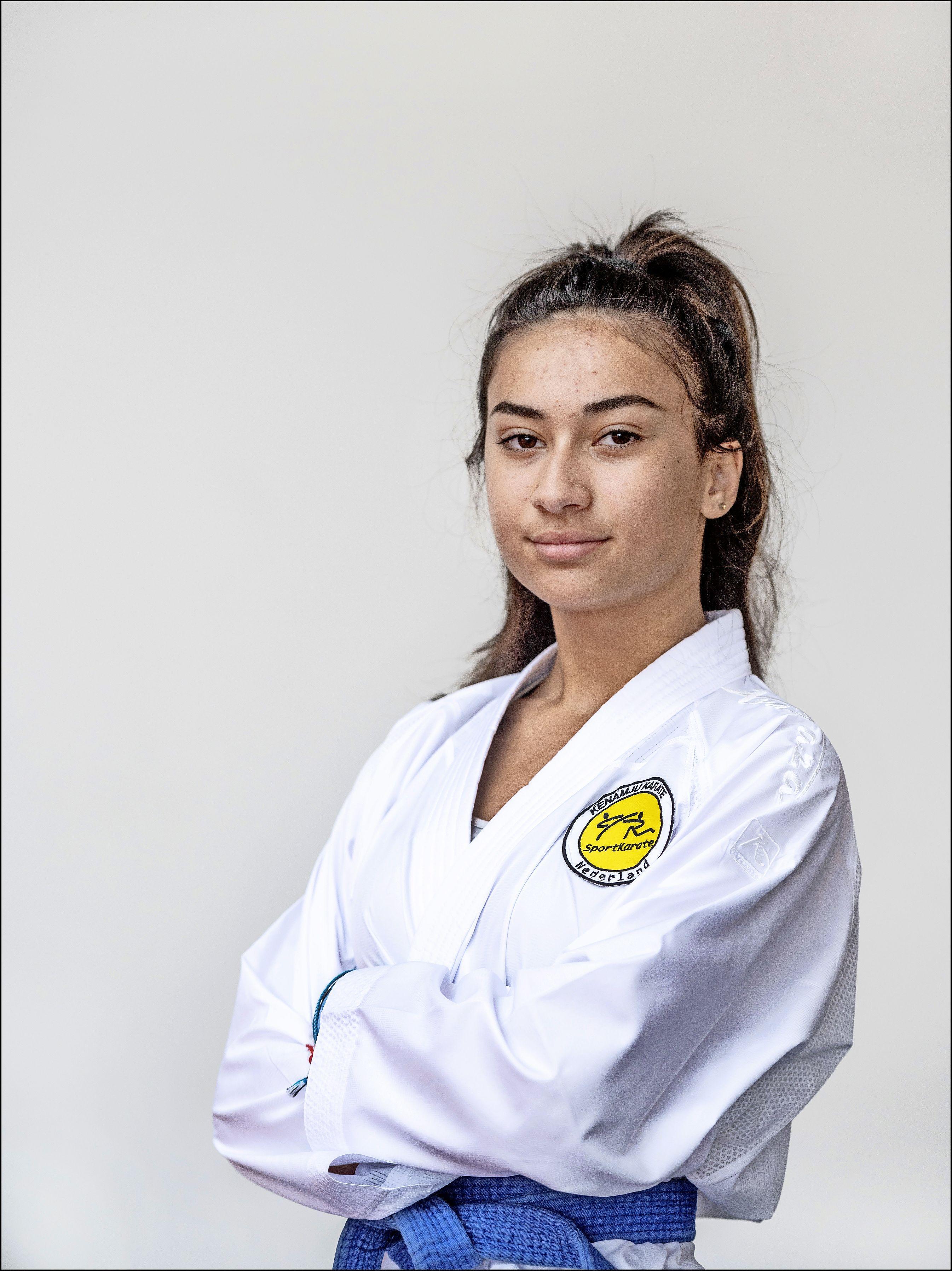 Karateka Samina Yalçin uit Zaandam vecht op EJK in Finland en wil daarna wereldkampioen worden: 'Succes smaakt naar meer'