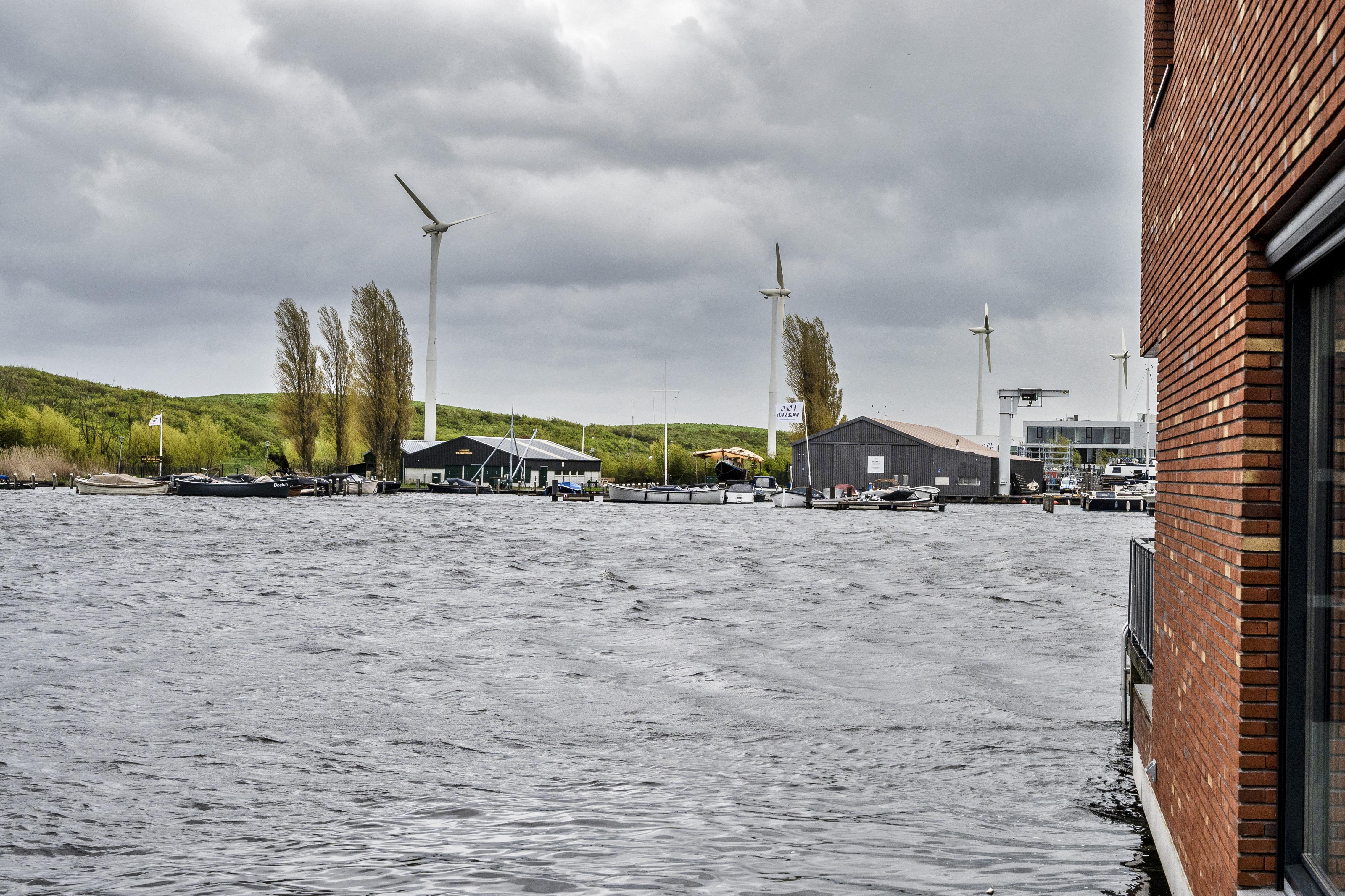 Discussies in de openlucht over windturbines, erfgoed en veenweidegebied, bij 'landschapstalks' mag het best knetteren