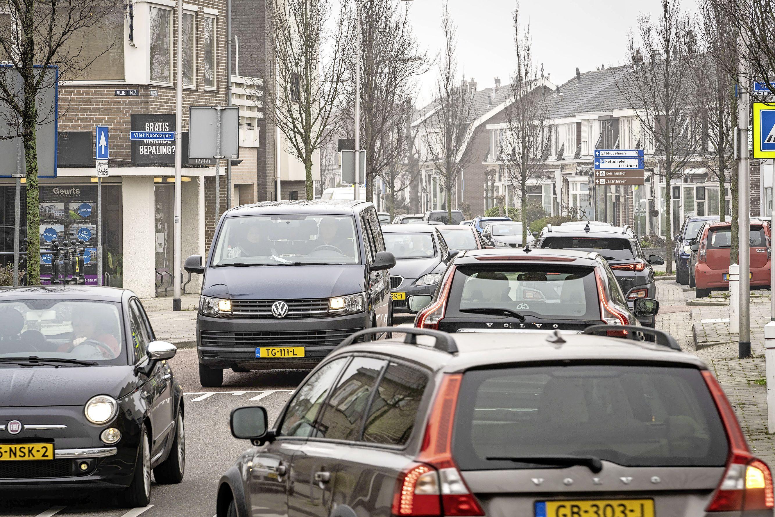 Stoplichten aan begin en einde Brouwerstraat, lijkt de voorkeur van de meeste bewoners: 'Als er te veel staan, rijden de auto's straks gewoon door'
