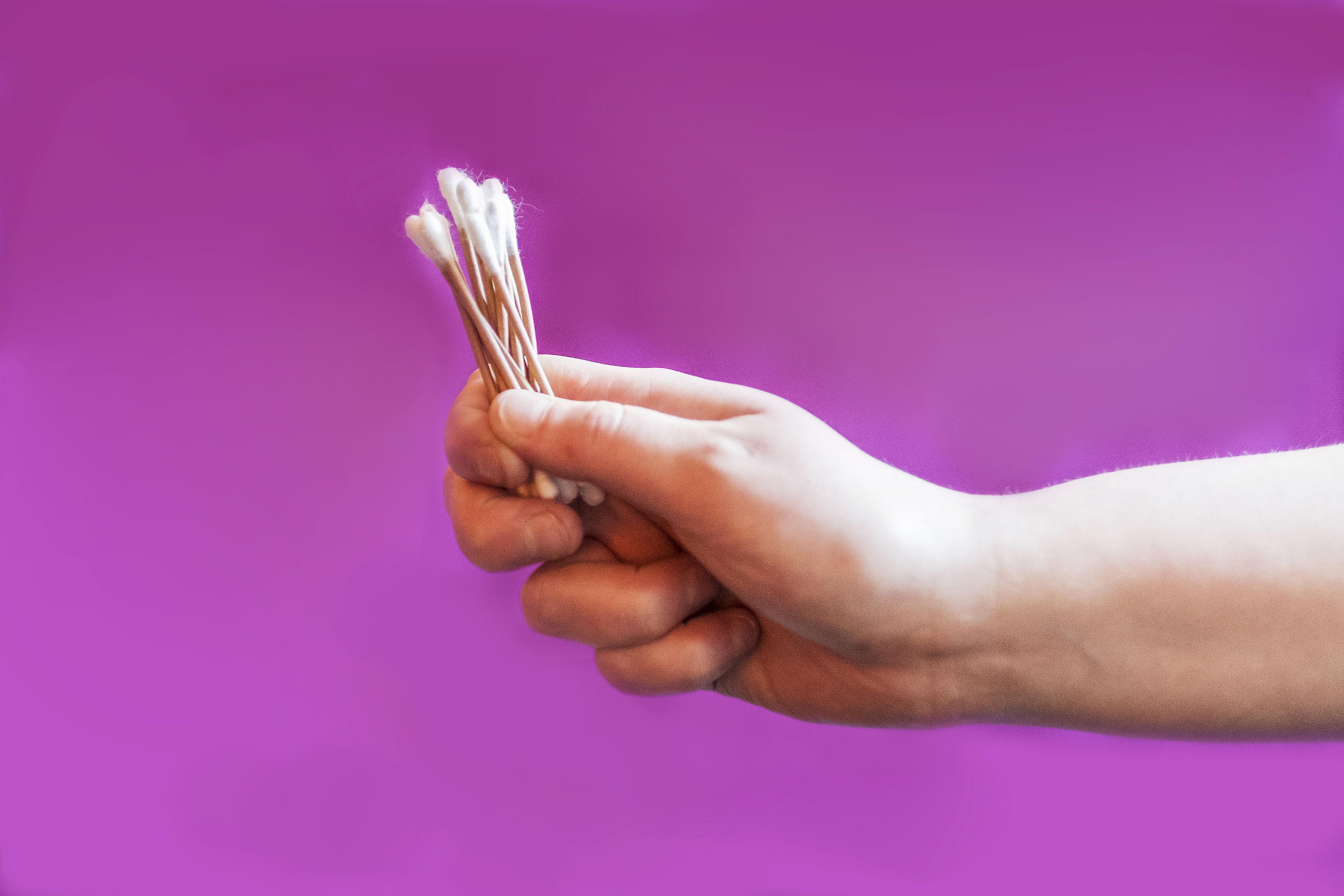 Het zoontje van Lotte eet dingen die normaal gesproken niet door mensen worden gegeten. Maar spaghetti, dat voelt zo raar in je mond ....