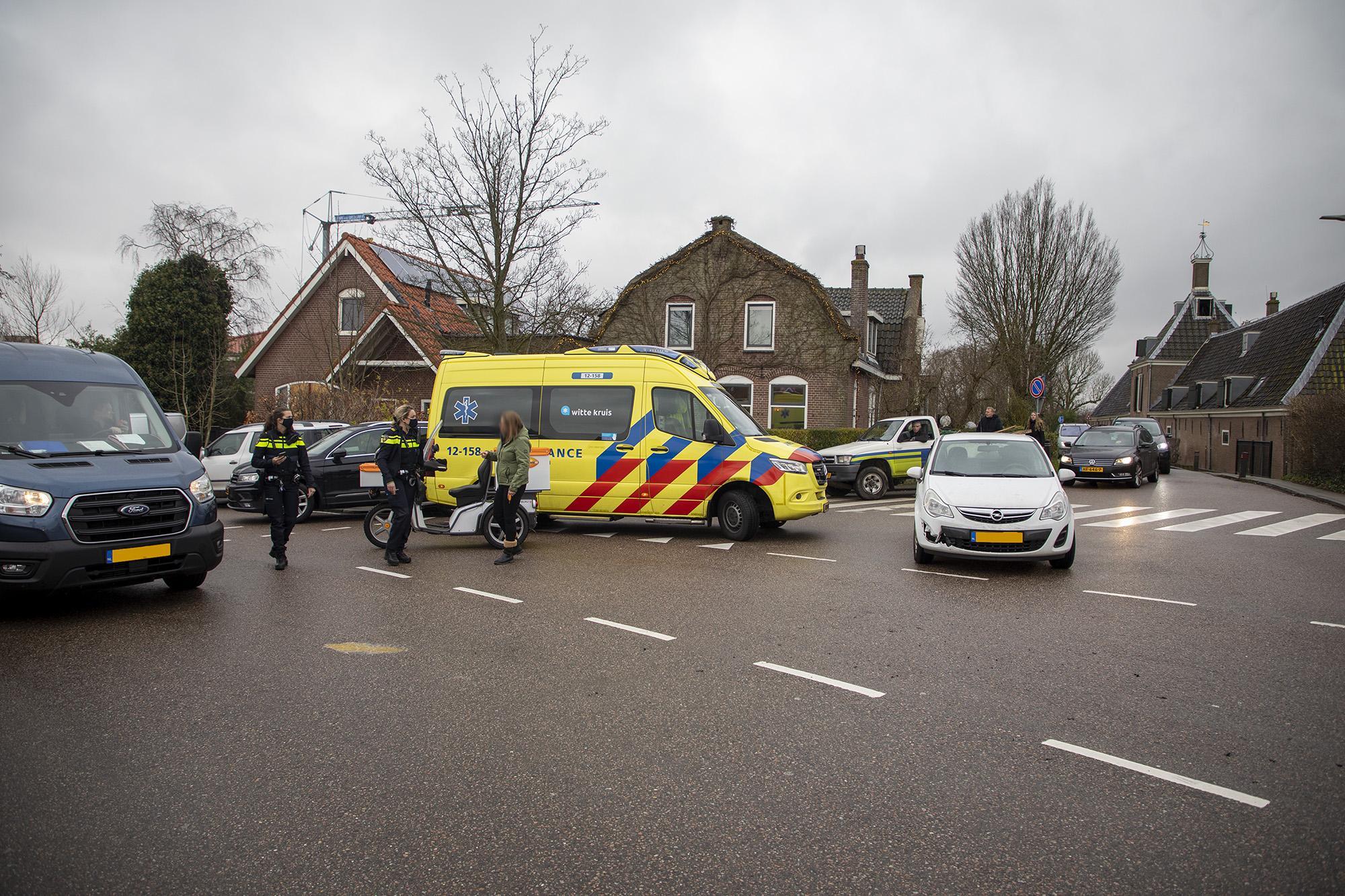 Fietsster gewond bij aanrijding in Spaarndam, lange file door afgesloten kruispunt