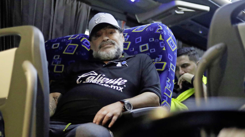 e9ba5d82a78e25 'Maradona in kraag gevat door politie' | Voetbal | Telegraaf.nl