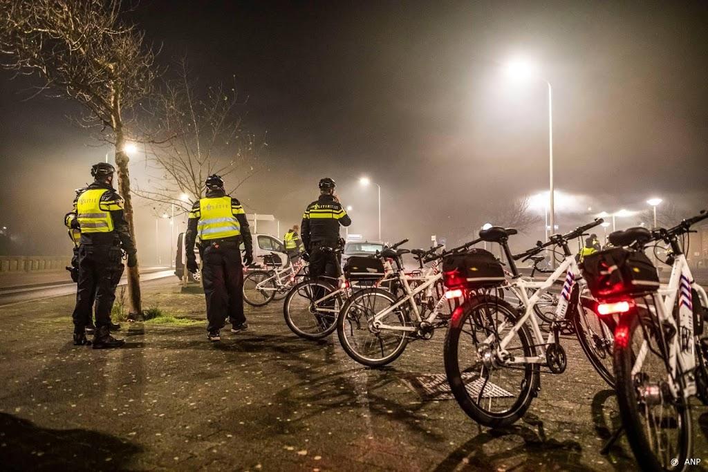 De politie is klaar voor avondklok, het wachten is op de politiek