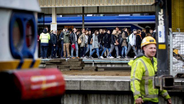 Forenzenleed in de Randstad door overvolle treinen, het gaat al een stuk beter, zegt NS [video]