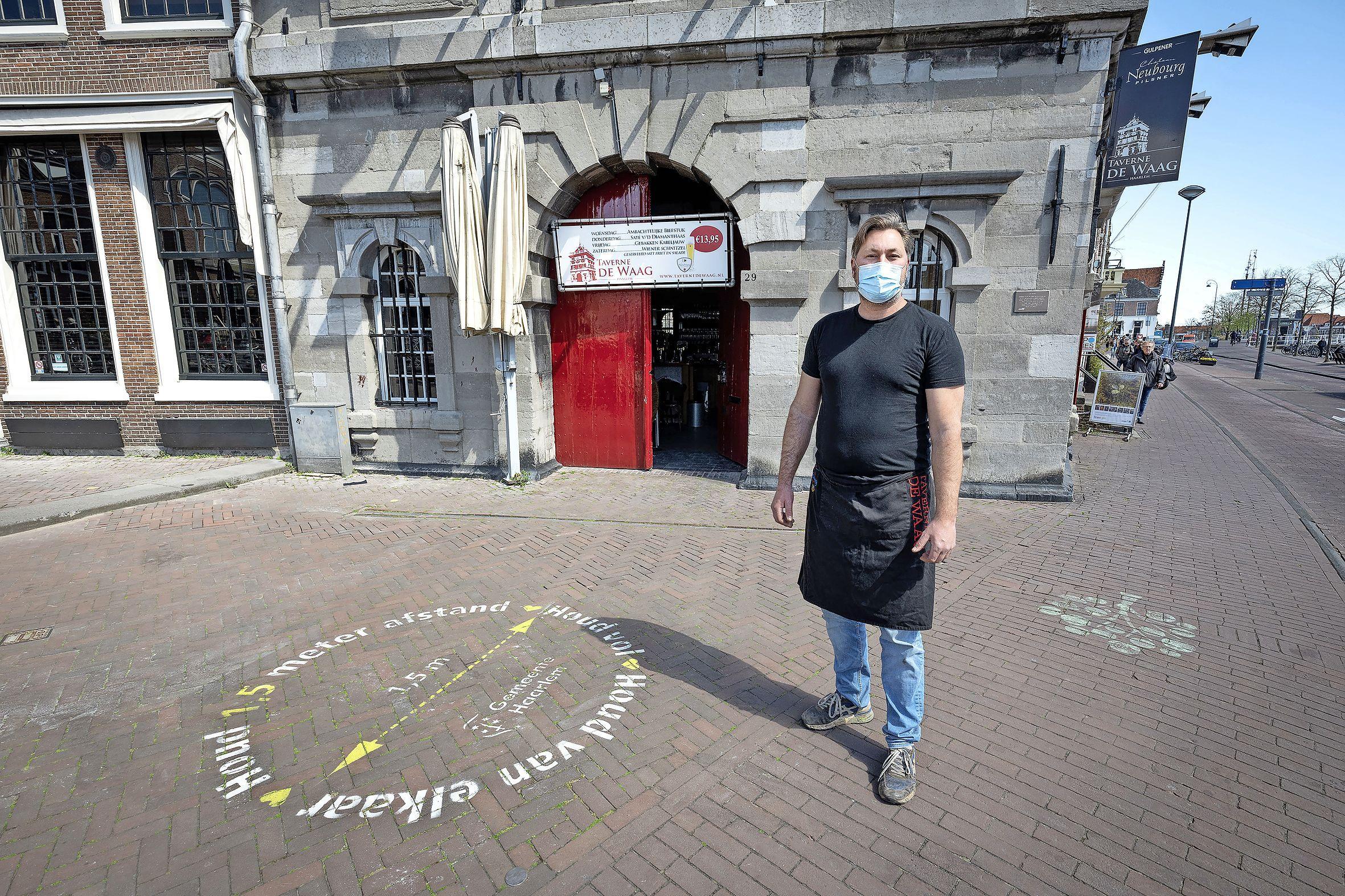 Het terras van De Waag in Haarlem blijft dicht ondanks de versoepelingen: 'Ik vind het onverantwoord tegenover mijn gasten en de ziekenhuizen'